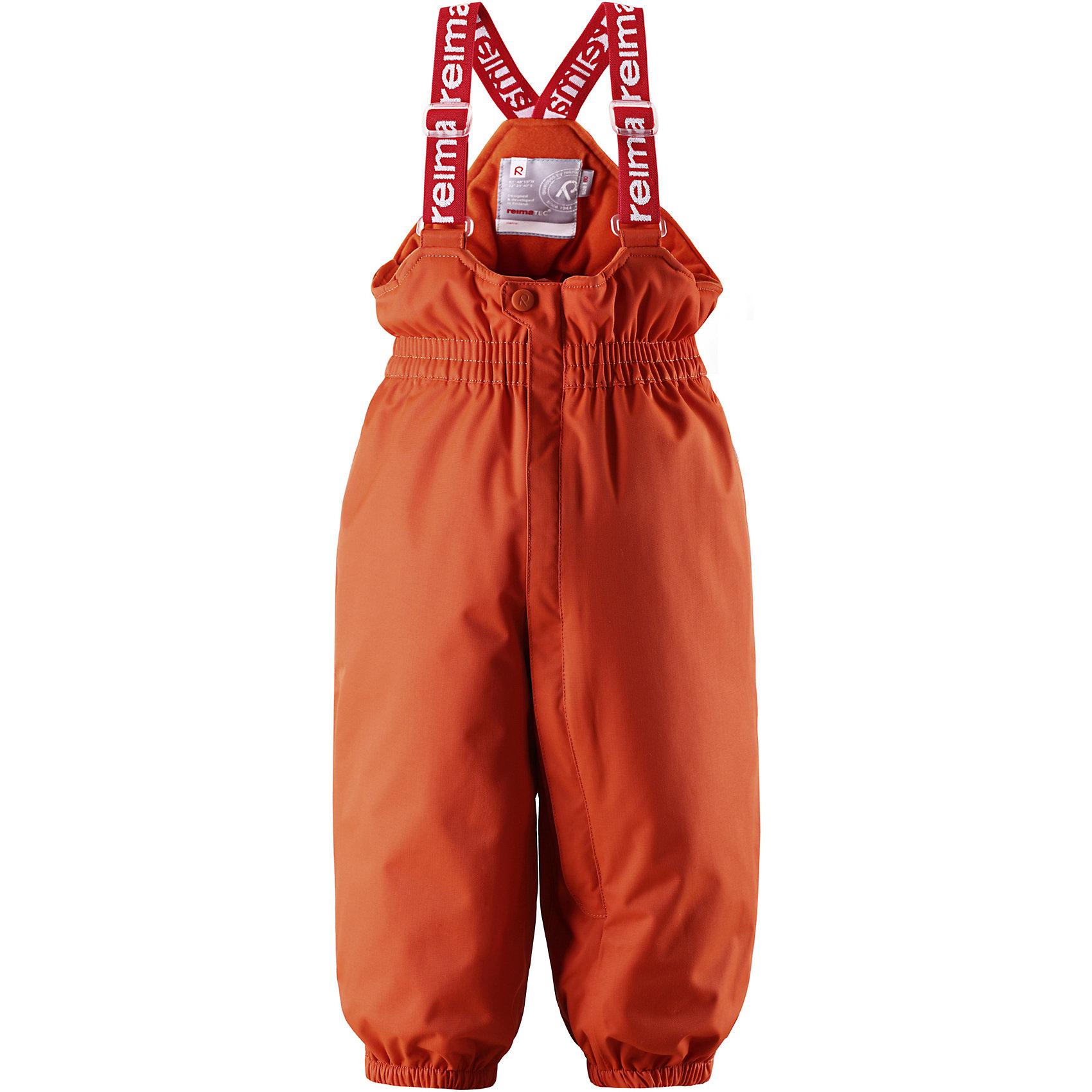 Брюки Reimatec® ReimaОдежда<br>Этой зимой супер-популярные мембранные брюки с подтяжками для малышей из коллекции Reima (Рейма) ORIGINALS сияют яркими красками! В этих классических брюках малыши смогут играть на улице весь день, благодаря совершенно водо- и ветронепроницаемому материалу. Прочная ткань пропускает воздух, поэтому ребёнок не вспотеет. Благодаря тому, что все швы проклеены для водонепроницаемости, брюки отлично подходят для активных детей. Пояс с резинкой и регулируемые подтяжки гарантируют посадку по фигуре и комфорт. Благодаря утеплённой задней части брюк малыши не замерзнут катаясь на санках, а силиконовые штрипки удержат концы брючин при любом темпе игры. Собранные внизу брючины лучше держатся на ботинках, поэтому даже если взять их немножко на вырост, брюки не будут соскальзывать с обуви. Эти зимние мембранные брюки от Reimatec® (Рейматек) рекомендованы для всех видов зимнего отдыха!<br><br> Водонепроницаемые зимние брюки для малышей в стиле ORIGINAL<br> Все швы проклеены, водонепроницаемы<br> Регулируемые подтяжки<br> Длинная молния спереди<br> Утеплённая задняя часть брюк<br> Прочные силиконовые штрипки<br>Состав:<br>100% ПА, ПУ-покрытие<br>Средняя степень утепления (до - 20)<br><br>Брюки Reimatec® (Рейматек) Reima (Рейма) можно купить в нашем магазине.<br><br>Ширина мм: 215<br>Глубина мм: 88<br>Высота мм: 191<br>Вес г: 336<br>Цвет: оранжевый<br>Возраст от месяцев: 6<br>Возраст до месяцев: 9<br>Пол: Женский<br>Возраст: Детский<br>Размер: 74,80,98,92,86<br>SKU: 4208173