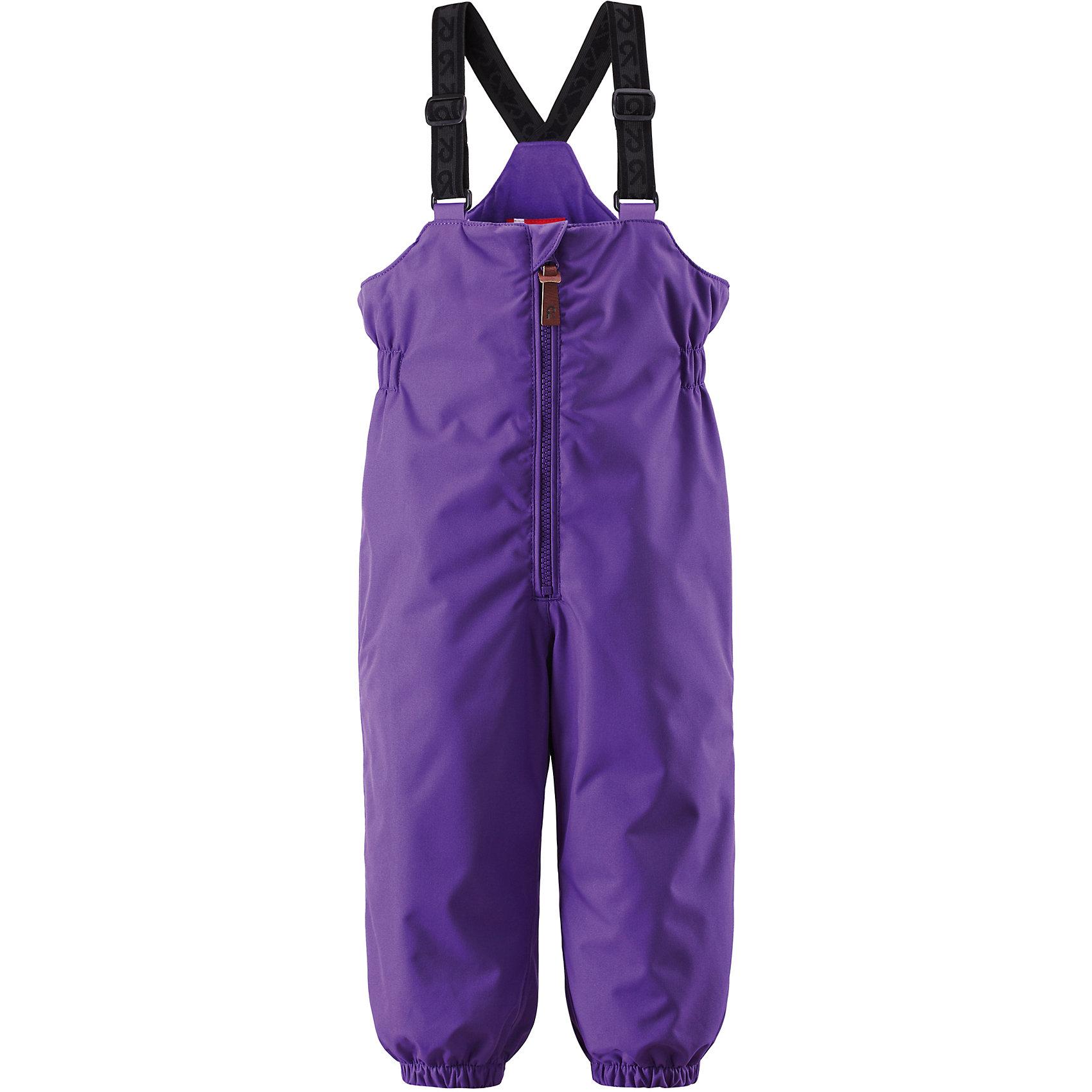 Брюки для девочки ReimaОдежда<br>Эти популярные у малышей брюки из коллекции ORIGINAL от Reima (Рейма) так и зовут повеселиться в зимний денёк! Эти великолепные практичные брюки подходят для всех видов зимнего отдыха на свежем воздухе. Дети не вспотеют играя в водонепроницаемых, пропускающих воздух брюках. Поверхность материала отталкивает воду и грязь. Высокая посадка и регулируемые подтяжки гарантируют, что брюки будут сидеть по фигуре, а длинная молния спереди облегчит процесс одевания. Благодаря дополнительно утеплённой задней части брюк малыши не замёрзнут катаясь на санках и скользя в снегу. Эластичные штрипки удержат концы брючин на своём месте во время прогулки. Эти надёжные брюки теперь можно приобрести в великолепных модных в этом сезоне расцветках! <br><br>Водонепроницаемые зимние брюки для малышей в стиле ORIGINAL<br> Основные швы проклеены, водонепроницаемы<br> Регулируемые подтяжки<br> Длинная молния спереди<br> Дополнительно утеплённая задняя часть брюк<br> Съёмные эластичные штрипки<br>Состав:<br>100% ПЭ, ПУ-покрытие<br>Средняя степень утепления (до - 20)<br><br>Брюки Reima (Рейма) можно купить в нашем магазине.<br><br>Ширина мм: 215<br>Глубина мм: 88<br>Высота мм: 191<br>Вес г: 336<br>Цвет: фиолетовый<br>Возраст от месяцев: 6<br>Возраст до месяцев: 9<br>Пол: Женский<br>Возраст: Детский<br>Размер: 74,98,92,86,80<br>SKU: 4208215