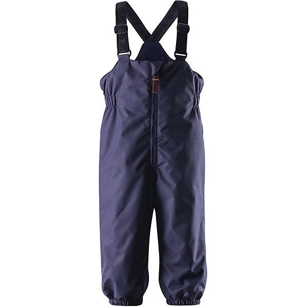 Брюки Matias для мальчика ReimaОдежда<br>Эти популярные у малышей брюки из коллекции ORIGINAL от Reima (Рейма) так и зовут повеселиться в зимний денёк! Эти великолепные практичные брюки подходят для всех видов зимнего отдыха на свежем воздухе. Дети не вспотеют играя в водонепроницаемых, пропускающих воздух брюках. Поверхность материала отталкивает воду и грязь. Завышенная талия и регулируемые подтяжки гарантируют, что брюки будут сидеть по фигуре, а длинная молния спереди облегчит одевание. Благодаря дополнительно утеплённой задней части брюк, малыши не замёрзнут катаясь на санках и скользя в снегу. Эластичные штрипки удержат концы брючин на своём месте во время прогулки. Эти надёжные брюки теперь можно приобрести в великолепных модных в этом сезоне расцветках!<br><br> Водонепроницаемые зимние брюки для малышей в стиле ORIGINAL<br> Основные швы проклеены, водонепроницаемы<br> Регулируемые подтяжки<br> Длинная молния спереди<br> Дополнительно утеплённая задняя часть брюк<br> Съёмные эластичные штрипки<br>Состав:<br>100% ПЭ, ПУ-покрытие<br>Средняя степень утепления (до - 20)<br>Утеплитель: 140 г (100% полиэстер)<br><br>Брюки Reima (Рейма) можно купить в нашем магазине.<br><br>Ширина мм: 600<br>Глубина мм: 359<br>Высота мм: 88<br>Вес г: 415<br>Цвет: синий<br>Возраст от месяцев: 24<br>Возраст до месяцев: 36<br>Пол: Мужской<br>Возраст: Детский<br>Размер: 98,74,80,86,92<br>SKU: 4208227