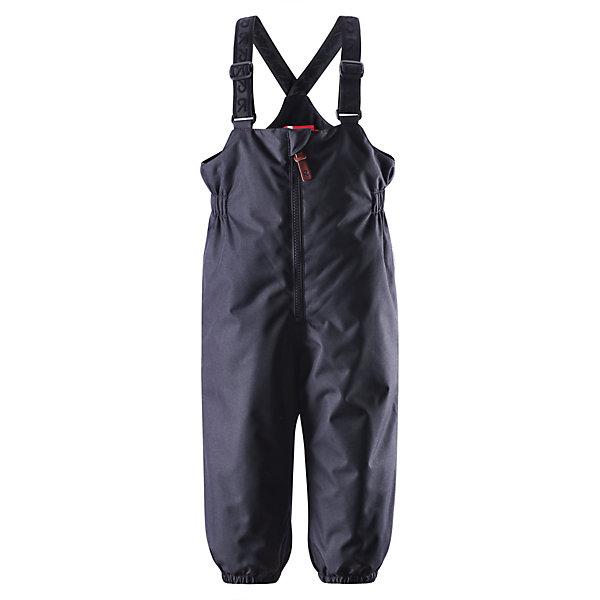 Брюки для мальчика ReimaОдежда<br>Эти популярные у малышей брюки из коллекции ORIGINAL от Reima (Рейма) так и зовут повеселиться в зимний денёк! Эти великолепные практичные брюки подходят для всех видов зимнего отдыха на свежем воздухе. Дети не вспотеют играя в водонепроницаемых, пропускающих воздух брюках. Поверхность материала отталкивает воду и грязь. Завышенная талия и регулируемые подтяжки гарантируют, что брюки будут сидеть по фигуре, а длинная молния спереди облегчит одевание. Благодаря дополнительно утеплённой задней части брюк, малыши не замёрзнут катаясь на санках и скользя в снегу. Эластичные штрипки удержат концы брючин на своём месте во время прогулки. Эти надёжные брюки теперь можно приобрести в великолепных модных в этом сезоне расцветках!<br><br> Водонепроницаемые зимние брюки для малышей в стиле ORIGINAL<br> Основные швы проклеены, водонепроницаемы<br> Регулируемые подтяжки<br> Длинная молния спереди<br> Дополнительно утеплённая задняя часть брюк<br> Съёмные эластичные штрипки<br>Состав:<br>100% ПЭ, ПУ-покрытие<br>Средняя степень утепления (до - 20)<br>Утеплитель: 140 г<br><br>Брюки Reima (Рейма) можно купить в нашем магазине.<br>Ширина мм: 215; Глубина мм: 88; Высота мм: 191; Вес г: 336; Цвет: черный; Возраст от месяцев: 24; Возраст до месяцев: 36; Пол: Мужской; Возраст: Детский; Размер: 98,80,92,74,86; SKU: 4208239;