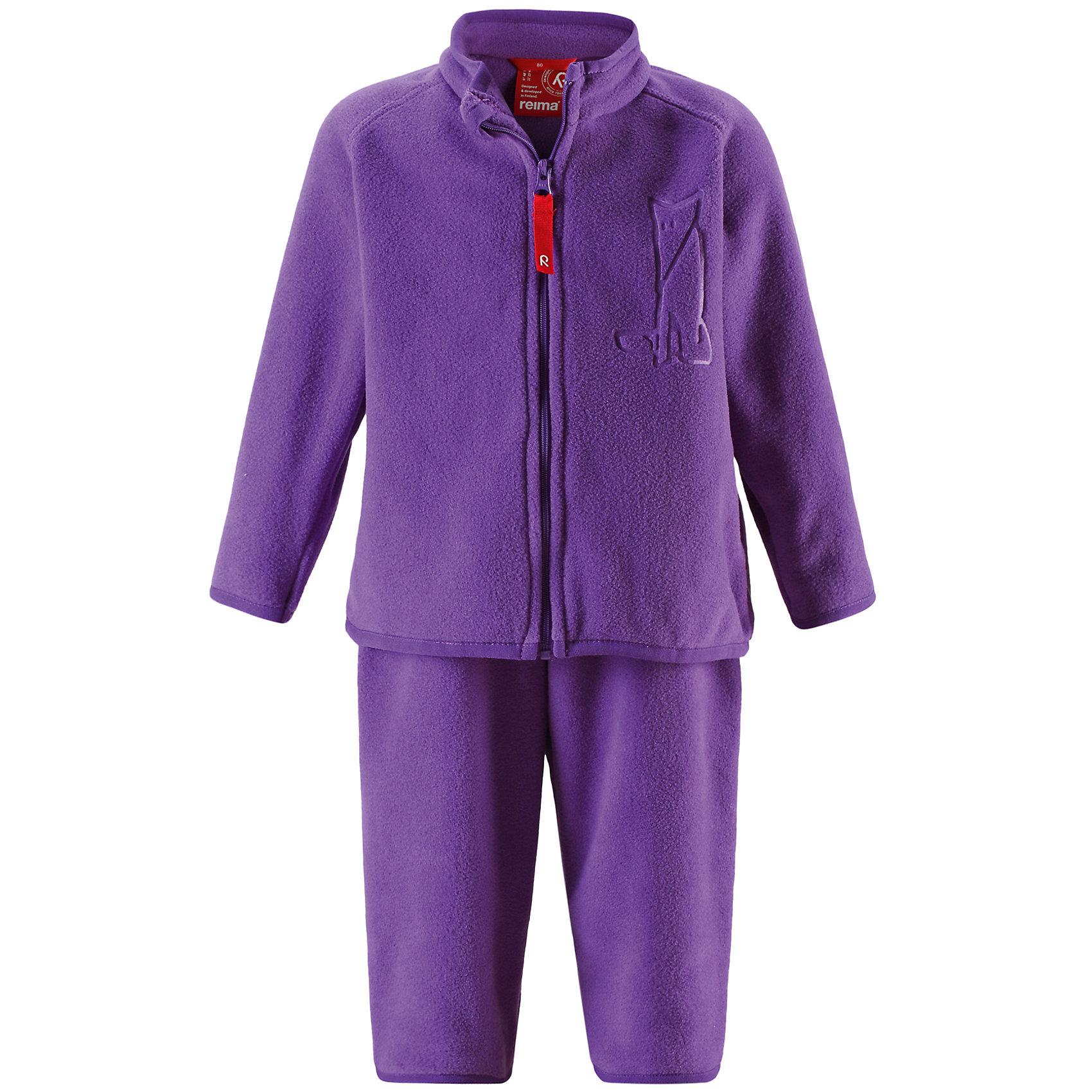 Флисовый комплект для девочки ReimaВ холодную погоду мы рекомендуем поддевать под верхнюю одежду тёплый, но пропускающий воздух промежуточный слой. В комплекте для малышей Etamin маленьким искателям приключений будет тепло, но они не вспотеют. Комплект пошит из флиса - супер-лёгкого и тёплого материала, который быстро сохнет и выводит влагу во внешние слои. Комплект из двух предметов удобен в повседневной носке: его можно надевать на улицу как промежуточный слой или носить в помещении, сняв верхнюю часть, если станет слишком тепло во время весёлой игры. Флисовая куртка спереди украшена забавным принтом из лисичек и молнией по всей длине, которая облегчает процесс одевания. Удлинённый задний подол обеспечивает дополнительную защиту для задней части спины. Благодаря защите подбородка молния не поцарапает кожу. Вы заметили, что комплект можно пристёгивать ко многим моделям верхней одежды от Reima® с помощью удобных кнопок по системе Play Layers®? Выберите свой любимый цвет среди модных в этом сезоне расцветок!<br><br>Флисовый комплект для детей<br>Тёплый, лёгкий, быстро сохнущий флис<br> Молния по всей длине с защитой подбородка <br> Термоаппликация спереди<br>Удлинённая спинка для дополнительной защиты<br>Можно пристёгивать ко многим моделям с помощью кнопок для пристегивания промежуточного слоя к верхней одежде по системе PlayLayers®.<br><br><br>Состав:<br>100% ПЭ<br><br><br>Флисовый комплект Reima (Рейма) можно купить в нашем магазине.<br><br>Ширина мм: 190<br>Глубина мм: 74<br>Высота мм: 229<br>Вес г: 236<br>Цвет: фиолетовый<br>Возраст от месяцев: 12<br>Возраст до месяцев: 15<br>Пол: Женский<br>Возраст: Детский<br>Размер: 80,86,74,98,92<br>SKU: 4208405