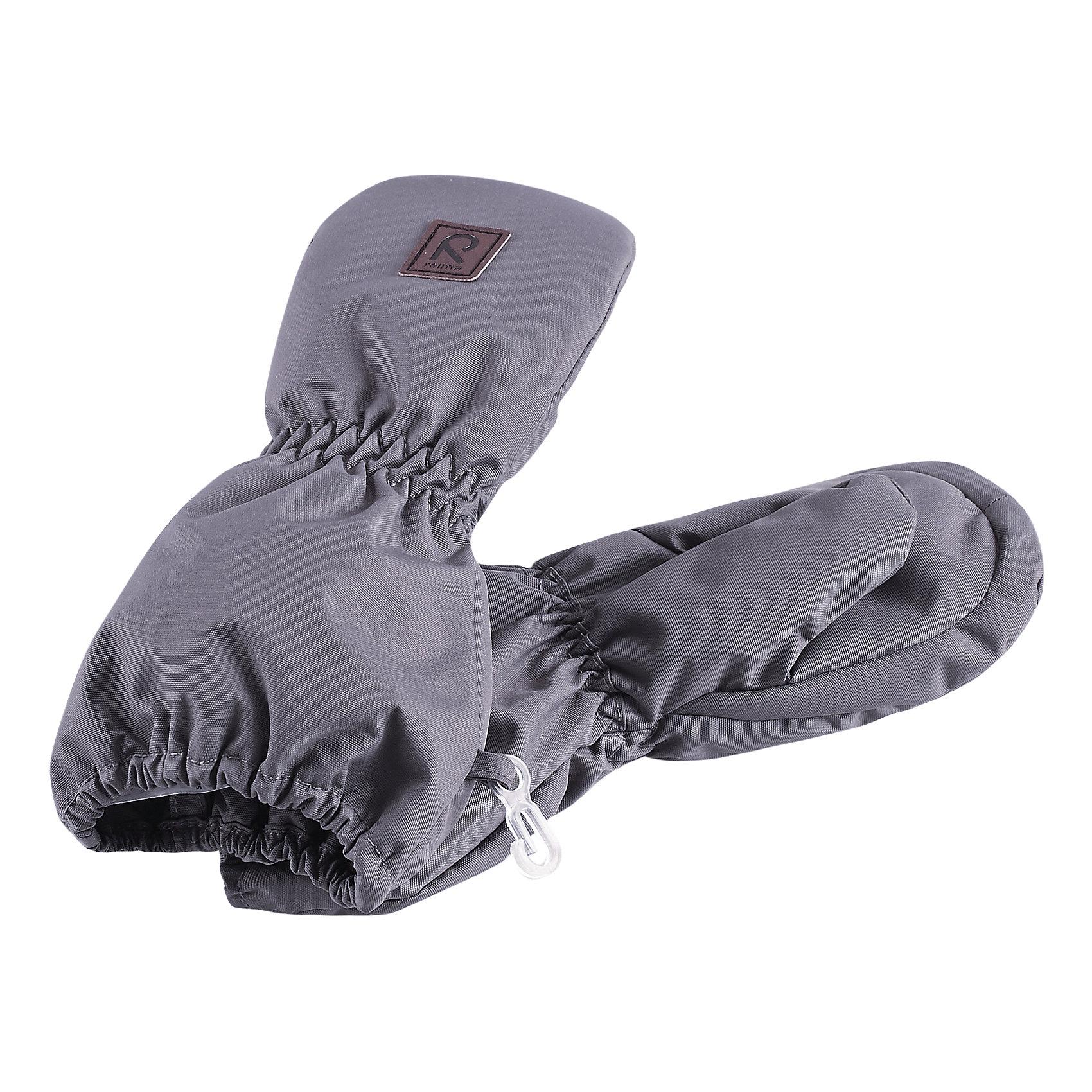 Варежки ReimaЗимние варежки согреют в морозный зимний день! Сделаны из водонепроницаемого материала, но обратите внимание, что в варежках отсутствует водонепроницаемая вставка, так что лучше не одевать их в слякоть или дождливую погоду. Мы рекомендуем одевать их в холодную сухую погоду, морозные зимние дни. Ветронепроницаемый, но дышащий материал вместе с утеплителем и теплой подкладкой из шерсти позволяет держать пальчики в тепле, не давая им вспотеть. В чрезвычайно холодную погоду можно поддеть теплые шерстяные варежки, так как данная просторная модель позволяет это делать!<br><br>Зимние варежки для малышей<br>Водонепроницаемый материал, без вставки - модель пропускает воду<br>Утеплитель 80 g<br>Теплая мягкая подкладка с утеплителем из шерсти<br>Состав:<br>100% ПЭ, ПУ-покрытие<br>Высокая степень утепления (до - 30)<br><br>Варежки Reima (Рейма) можно купить в нашем магазине.<br><br>Ширина мм: 162<br>Глубина мм: 171<br>Высота мм: 55<br>Вес г: 119<br>Цвет: серый<br>Возраст от месяцев: 0<br>Возраст до месяцев: 12<br>Пол: Унисекс<br>Возраст: Детский<br>Размер: 0,2,1<br>SKU: 4208554