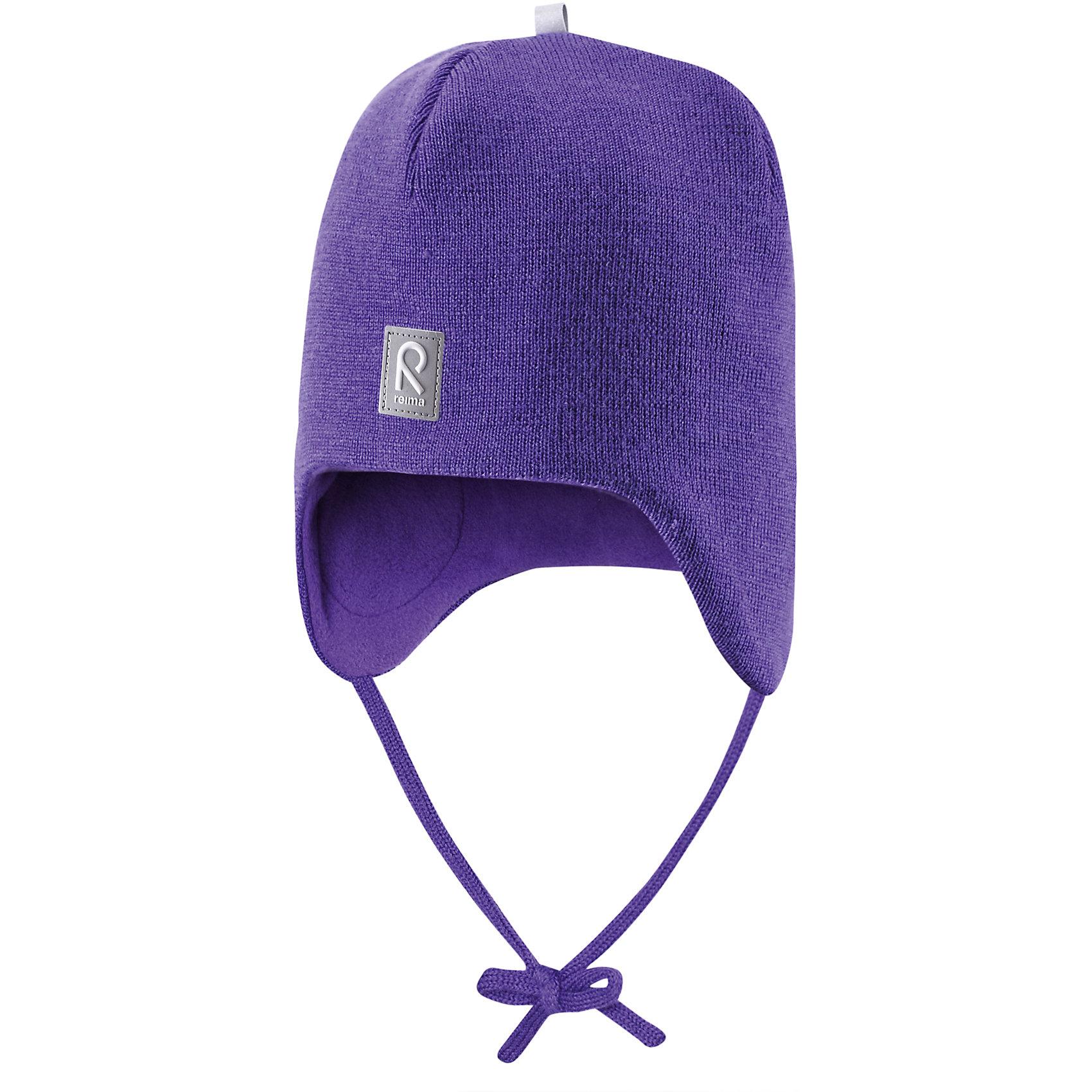 Шапка для девочки ReimaШапки и шарфы<br>Любимая шапка малышей в модных цветах сезона надёжно согреет в холодные зимние дни! Шерстяная шапка для малышей согреет в морозную погоду: мягкая подкладка из флиса для тепла и комфорта. Шерстяная шапка с подкладкой из флиса особенно подходит для маленьких приключений на свежем воздухе, потому что флис быстро высыхает и хорошо выводит влагу. Благодаря эластичной вязке шапка плотно прилегает, а ветронепроницаемые вставки в области ушей защищают маленькие ушки от холодного ветра. Завязки надёжно фиксируют шапку на голове и не натирают. Для завершения стильного образа носите с тёплой горловиной Star!<br><br>Шерстяная шапка для малышей <br>Полностью на подкладке: Мягкий тёплый флис<br>Ветронепроницаемые вставки в области ушей <br>Доступна в однотонном и полосатом вариантах<br>Состав:<br>100% Шерсть<br><br><br>Шапку Reima (Рейма) можно купить в нашем магазине.<br><br>Ширина мм: 89<br>Глубина мм: 117<br>Высота мм: 44<br>Вес г: 155<br>Цвет: фиолетовый<br>Возраст от месяцев: 6<br>Возраст до месяцев: 9<br>Пол: Женский<br>Возраст: Детский<br>Размер: 46,52,50,48<br>SKU: 4208665