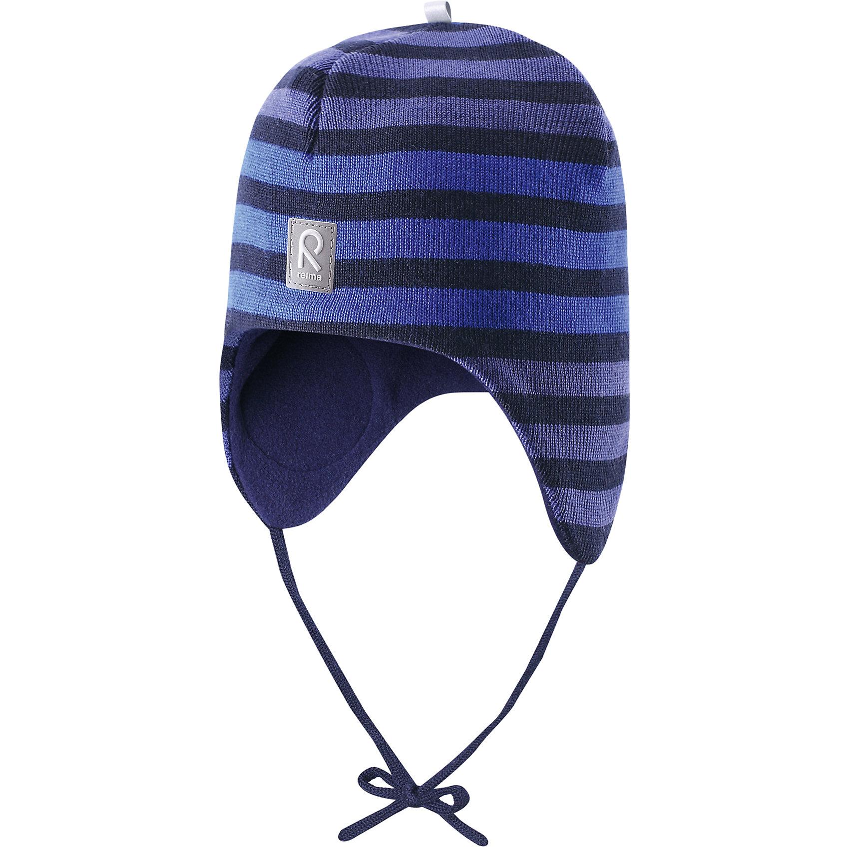 Шапка для мальчика ReimaШапочки<br>Любимая шапка малышей в модных цветах сезона надёжно согреет в холодные зимние дни! Шерстяная шапка для малышей согреет в морозную погоду: мягкая подкладка из флиса для тепла и комфорта. Шерстяная шапка с подкладкой из флиса особенно подходит для маленьких приключений на свежем воздухе, потому что флис быстро высыхает и хорошо выводит влагу. Благодаря эластичной вязке шапка плотно прилегает, а ветронепроницаемые вставки в области ушей защищают маленькие ушки от холодного ветра. Завязки надёжно фиксируют шапку на голове и не натирают. Для завершения стильного образа носите с тёплой горловиной Star!<br><br>Шерстяная шапка для малышей <br>Полностью на подкладке: Мягкий тёплый флис<br>Ветронепроницаемые вставки в области ушей <br>Доступна в однотонном и полосатом вариантах<br>Состав:<br>100% Шерсть<br><br><br>Шапку Reima (Рейма) можно купить в нашем магазине.<br><br>Ширина мм: 89<br>Глубина мм: 117<br>Высота мм: 44<br>Вес г: 155<br>Цвет: синий<br>Возраст от месяцев: 6<br>Возраст до месяцев: 9<br>Пол: Мужской<br>Возраст: Детский<br>Размер: 46,50,52,48<br>SKU: 4208675