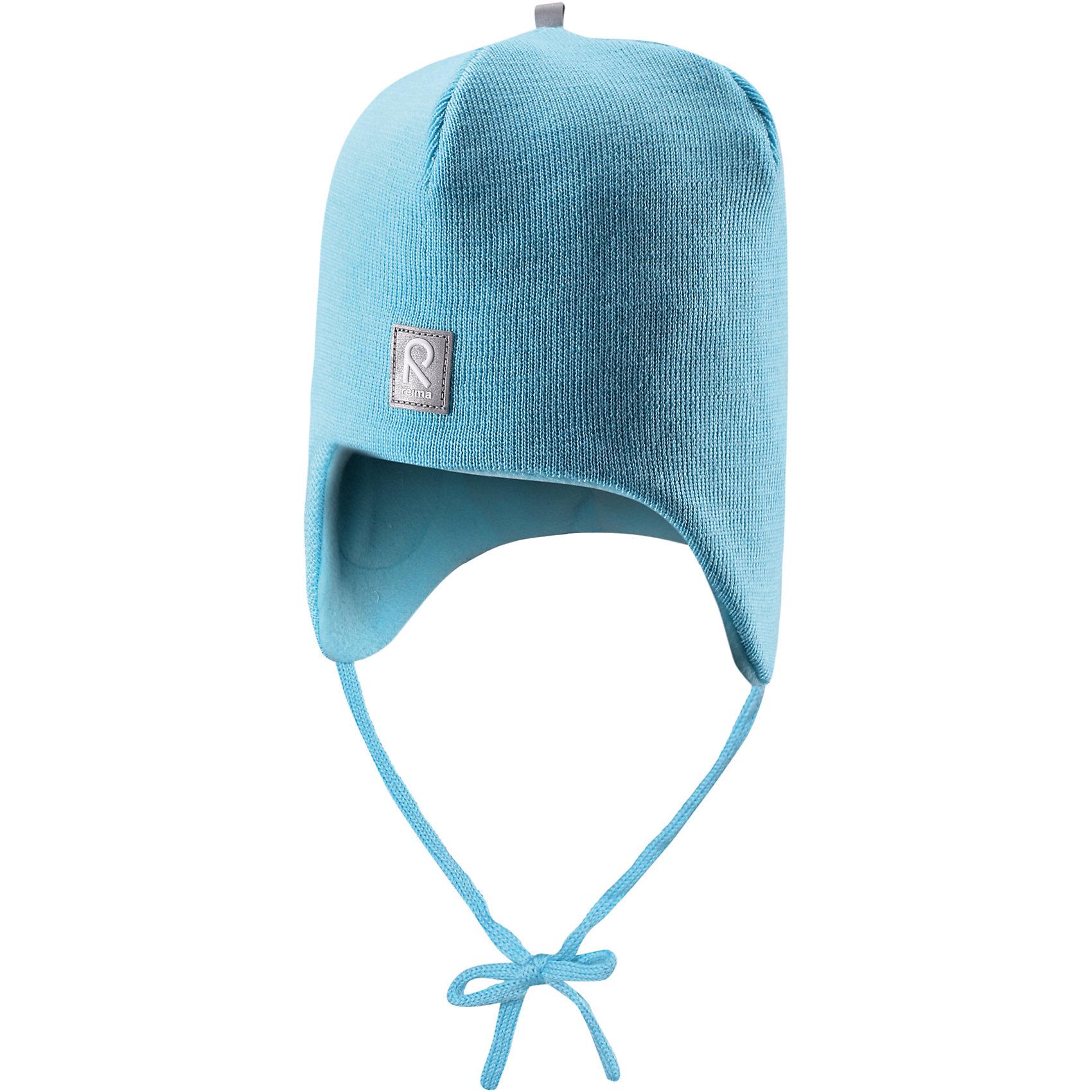 Шапка для мальчика ReimaЛюбимая шапка малышей в модных цветах сезона надёжно согреет в холодные зимние дни! Шерстяная шапка для малышей согреет в морозную погоду: мягкая подкладка из флиса для тепла и комфорта. Шерстяная шапка с подкладкой из флиса особенно подходит для маленьких приключений на свежем воздухе, потому что флис быстро высыхает и хорошо выводит влагу. Благодаря эластичной вязке шапка плотно прилегает, а ветронепроницаемые вставки в области ушей защищают маленькие ушки от холодного ветра. Завязки надёжно фиксируют шапку на голове и не натирают. Для завершения стильного образа носите с тёплой горловиной Star!<br><br>Шерстяная шапка для малышей <br>Полностью на подкладке: Мягкий тёплый флис<br>Ветронепроницаемые вставки в области ушей <br>Доступна в однотонном и полосатом вариантах<br>Состав:<br>100% Шерсть<br><br><br>Шапку Reima (Рейма) можно купить в нашем магазине.<br><br>Ширина мм: 89<br>Глубина мм: 117<br>Высота мм: 44<br>Вес г: 155<br>Цвет: голубой<br>Возраст от месяцев: 6<br>Возраст до месяцев: 9<br>Пол: Унисекс<br>Возраст: Детский<br>Размер: 46,48,52,50<br>SKU: 4208680