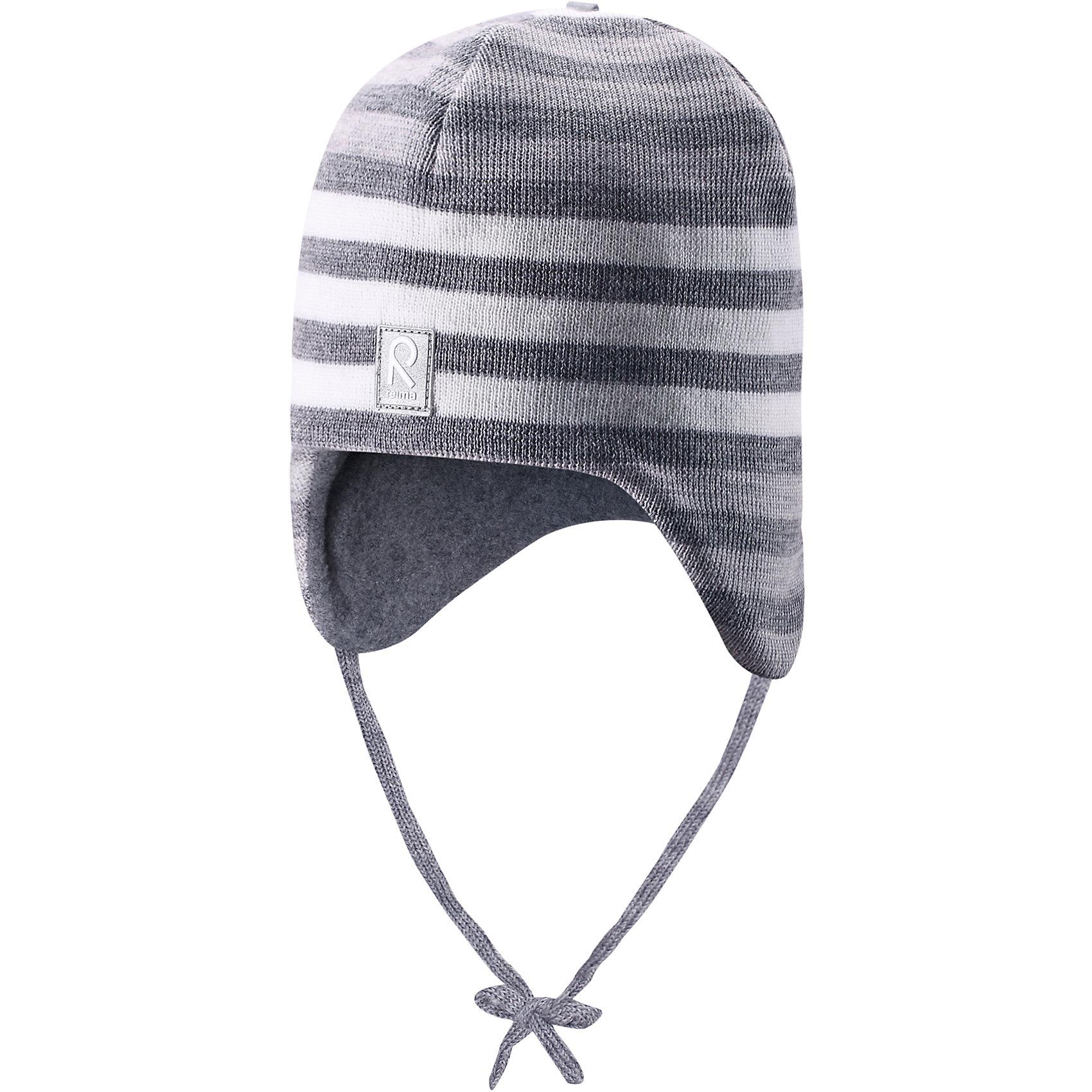 Шапка ReimaЛюбимая шапка малышей в модных цветах сезона надёжно согреет в холодные зимние дни! Шерстяная шапка для малышей согреет в морозную погоду: мягкая подкладка из флиса для тепла и комфорта. Шерстяная шапка с подкладкой из флиса особенно подходит для маленьких приключений на свежем воздухе, потому что флис быстро высыхает и хорошо выводит влагу. Благодаря эластичной вязке шапка плотно прилегает, а ветронепроницаемые вставки в области ушей защищают маленькие ушки от холодного ветра. Завязки надёжно фиксируют шапку на голове и не натирают. Для завершения стильного образа носите с тёплой горловиной Star!<br><br>Шерстяная шапка для малышей <br>Полностью на подкладке: Мягкий тёплый флис<br>Ветронепроницаемые вставки в области ушей <br>Доступна в однотонном и полосатом вариантах<br>Состав:<br>100% Шерсть<br><br><br>Шапку Reima (Рейма) можно купить в нашем магазине.<br><br>Ширина мм: 89<br>Глубина мм: 117<br>Высота мм: 44<br>Вес г: 155<br>Цвет: серый<br>Возраст от месяцев: 6<br>Возраст до месяцев: 9<br>Пол: Унисекс<br>Возраст: Детский<br>Размер: 46,52,50,48<br>SKU: 4208690