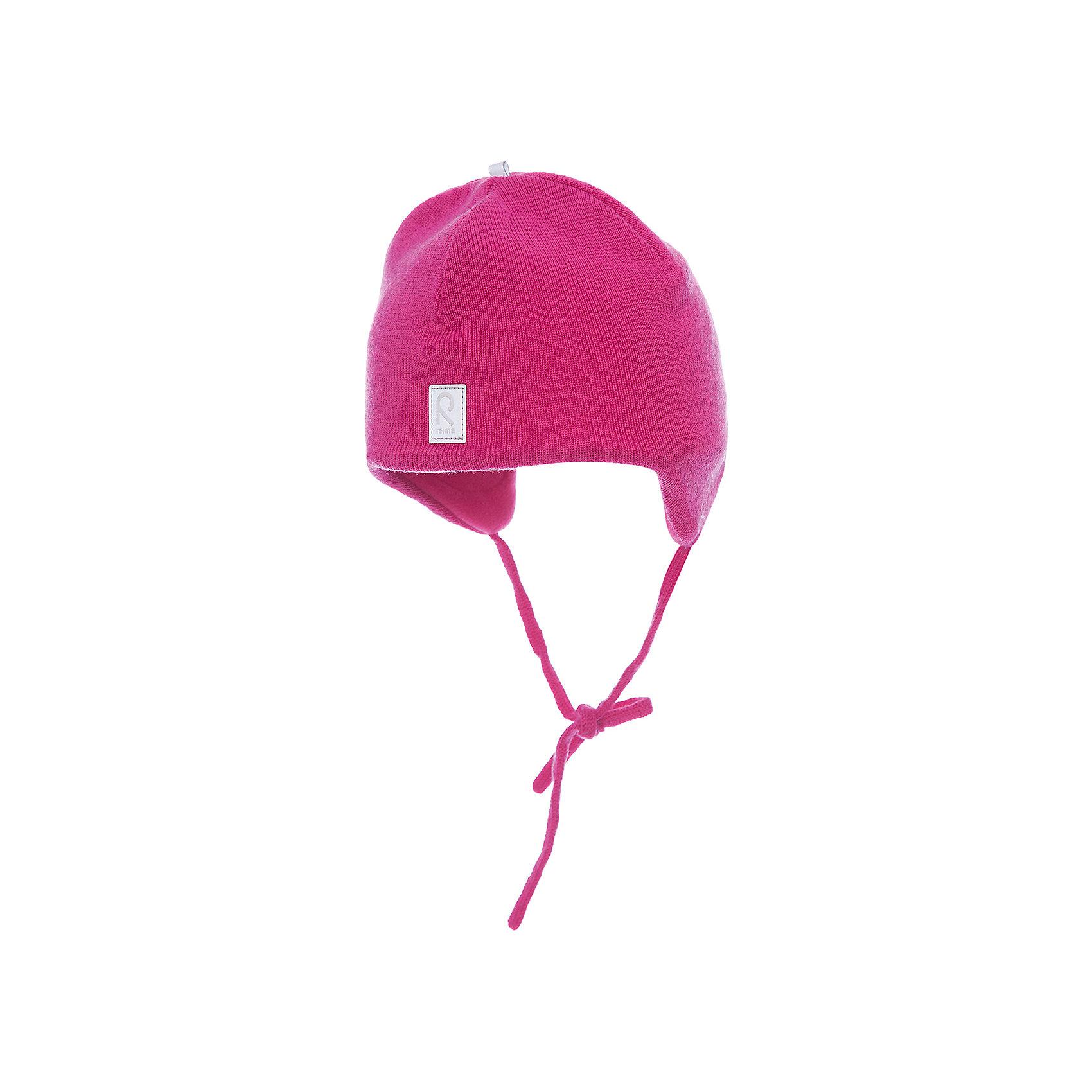 Шапка для девочки ReimaШапки и шарфы<br>Шерстяная шапка для малышей в модных цветах сезона согреет в морозную погоду и холодные зимние дни: мягкая подкладка из флиса создает ощущение тепла и комфорта. Шерстяная шапка с подкладкой из флиса особенно хорошо подходит для маленьких приключений на свежем воздухе, потому что флис быстро высыхает и хорошо выводит влагу. Благодаря эластичной вязке шапка плотно прилегает, а ветронепроницаемые вставки в области ушей защищают от холодного ветра. Завязки надёжно удерживают стильную шапку на голове. Для завершения стильного образа носите с тёплой горловиной Star!<br><br>Шерстяная шапка для малышей <br>Полностью на подкладке: Мягкий тёплый флис<br>Ветронепроницаемые вставки в области ушей <br>Доступна в однотонном и полосатом вариантах<br>Состав:<br>100% Шерсть<br><br><br>Шапку Reima (Рейма) можно купить в нашем магазине.<br><br>Ширина мм: 89<br>Глубина мм: 117<br>Высота мм: 44<br>Вес г: 155<br>Цвет: розовый<br>Возраст от месяцев: 48<br>Возраст до месяцев: 60<br>Пол: Женский<br>Возраст: Детский<br>Размер: 52,50,48,46<br>SKU: 4208695
