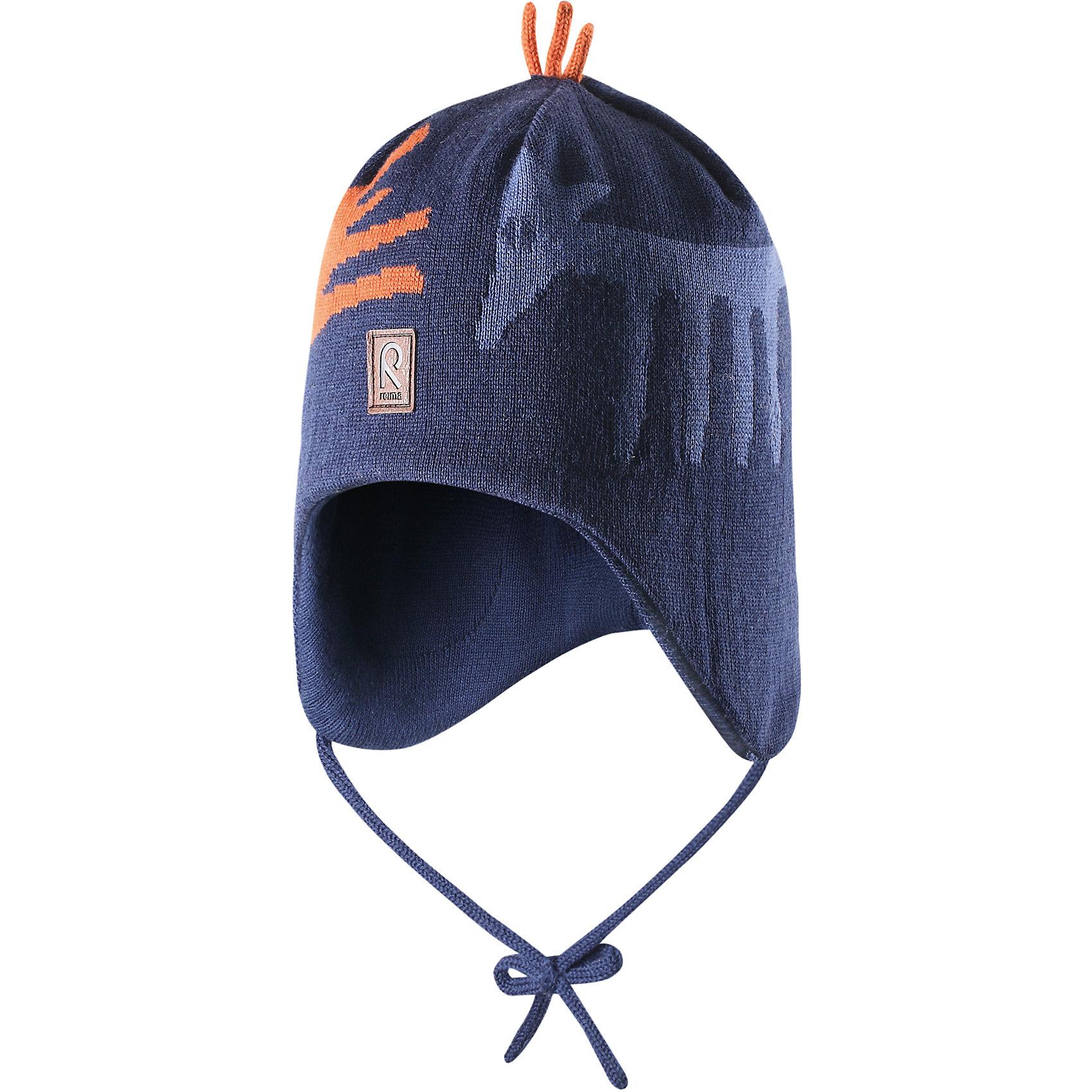 Шапка для мальчика ReimaШапки и шарфы<br>Эй, лисички! Эта теплая шерстяная шапочка согреет в морозный зимний день! Подкладка из мягкого хлопчатобумажной трикотажа приятна коже и позволяет держать головку в тепле. Ветронепроницаемые вставки в области ушей защитят маленькие уши от холодного ветра, а шнурочки не позволят шапочке соскользнуть во время катания на санках. Шапочка хорошо защитит маленькие уши и лоб в холодную погоду.<br><br> Шерстяная шапочка для малышей и детей постарше<br> Спереди декоративная вышивка<br> Сплошная подкладка: мягкая хлопчатобумажная подкладка<br>Ветронепроницаемые вставки в области ушей <br>Забавный рисунок «лисица»<br>Состав:<br>100% Шерсть<br><br><br>Шапку Reima (Рейма) можно купить в нашем магазине.<br><br>Ширина мм: 89<br>Глубина мм: 117<br>Высота мм: 44<br>Вес г: 155<br>Цвет: синий<br>Возраст от месяцев: 6<br>Возраст до месяцев: 9<br>Пол: Мужской<br>Возраст: Детский<br>Размер: 46,48,50,54,52<br>SKU: 4208777