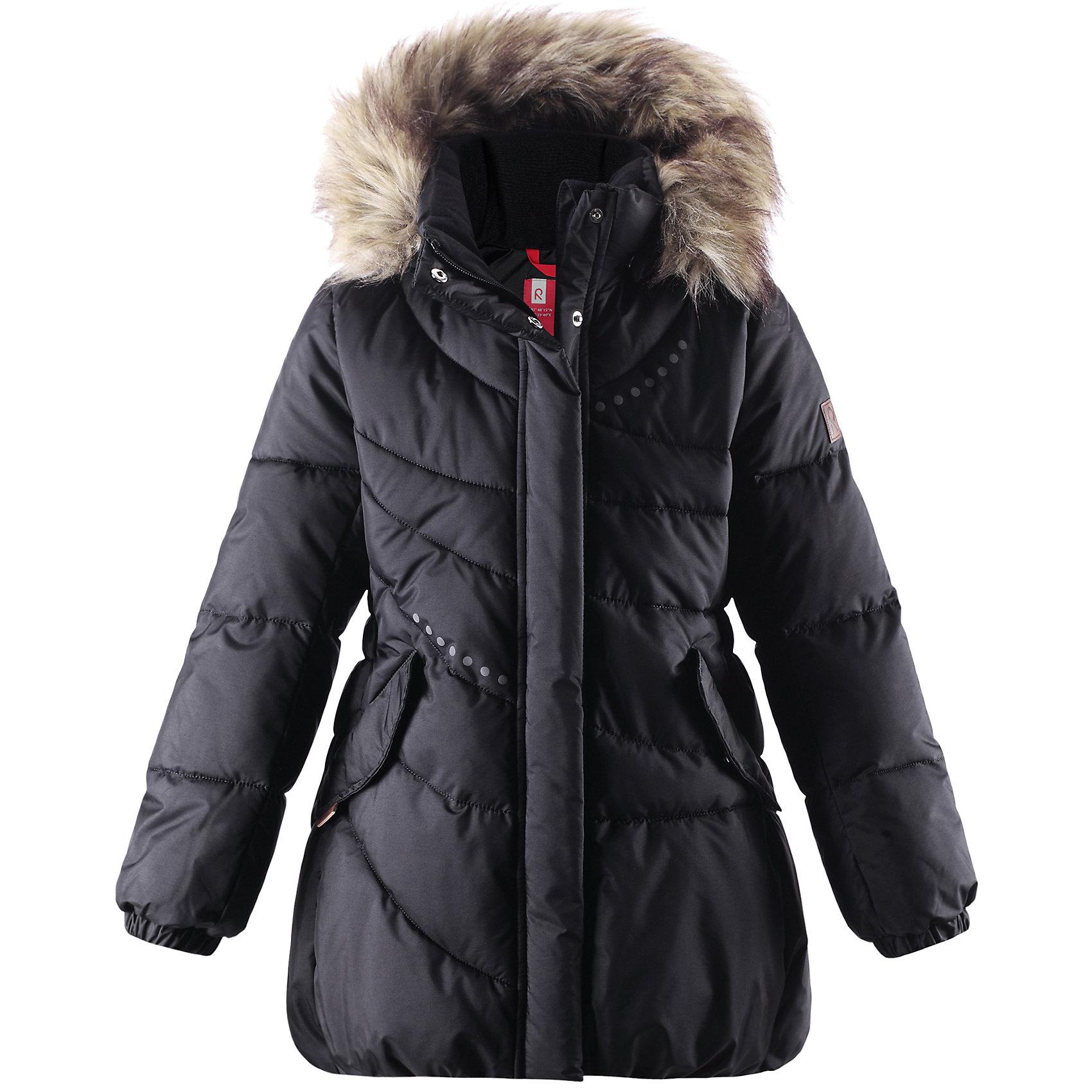 Пальто для девочки ReimaВ морозные зимние дни без пуха не обойтись! Этот красивый пуховик для девочек имеет слегка удлинённый покрой и капюшон, украшенный стильным отстёгивающимся искусственным мехом. Пуховик пошит из ветронепроницаемого дышащего материала, который отталкивает воду и грязь, чтобы обеспечить тепло и комфорт в морозные зимние дни. Гладкая подкладка из полиэстера облегчает процесс одевания и удобно носится с тёплыми промежуточными слоями. Эта элегантная модель украшена эластичным кантом сзади на талии и стильной асимметричной строчкой, а декоративные отражающие детали придают изюминку этому зимнему пуховику. Съёмный и регулируемый капюшон не только защищает от холодного ветра, но и безопасен во время игр на свежем воздухе. Если закреплённый кнопками капюшон зацепится за что-нибудь, он легко отстегнётся.<br><br>Тёплое водоотталкивающее пальто для девочки-подростка<br>Безопасный съёмный капюшон с отстёгивающейся отделкой из искусственного меха<br>Эластичный кант сзади на талии <br>Два боковых кармана с клапанами<br>Состав:<br>55% ПА 45% ПЭ, ПУ-покрытие<br>Средняя степень утепления (до - 20)<br><br>Пальто для девочки Reima (Рейма) можно купить в нашем магазине.<br><br>Ширина мм: 356<br>Глубина мм: 10<br>Высота мм: 245<br>Вес г: 519<br>Цвет: черный<br>Возраст от месяцев: 72<br>Возраст до месяцев: 84<br>Пол: Женский<br>Возраст: Детский<br>Размер: 122,158,152,146,134,164,116,110,104,128,140<br>SKU: 4208970