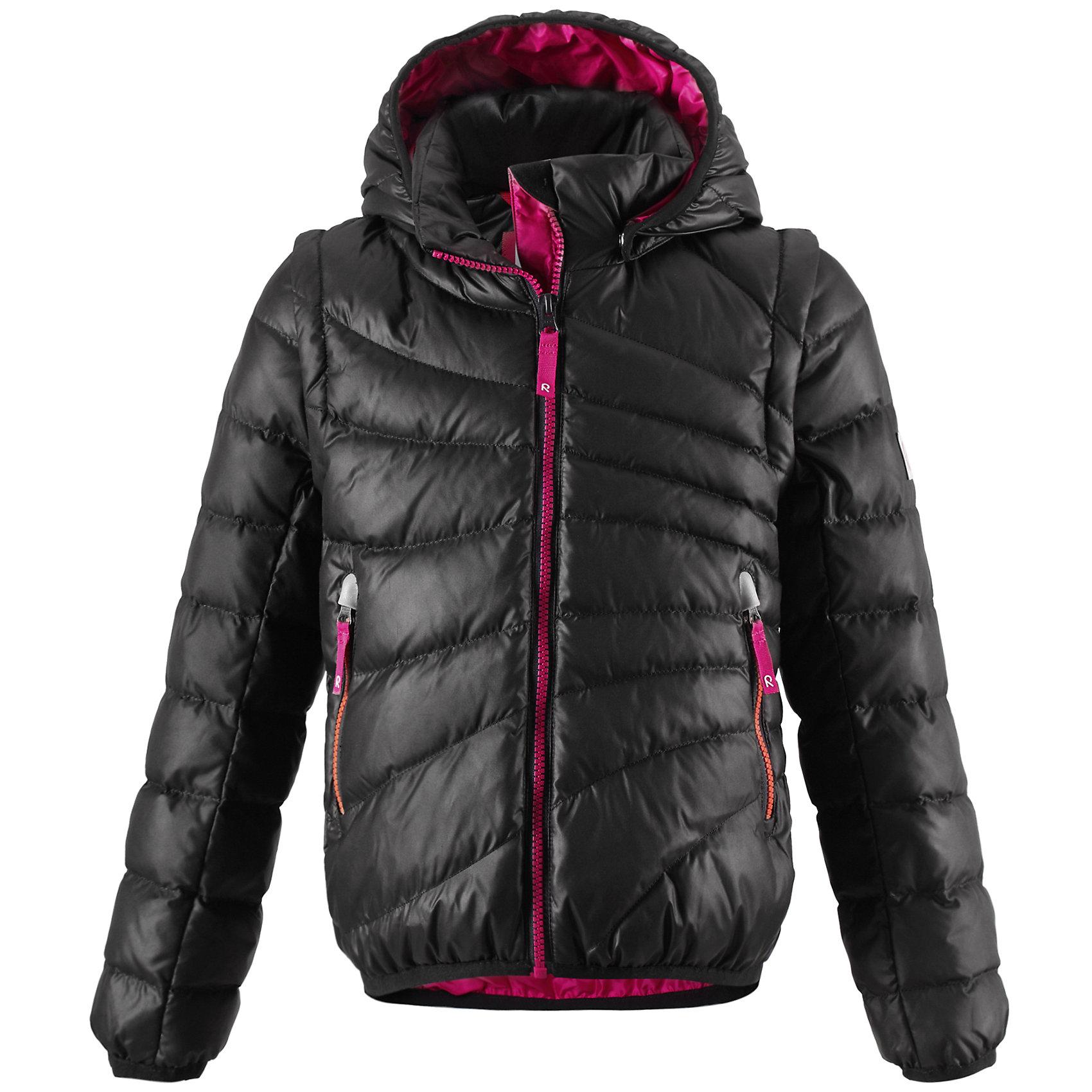 Куртка для девочки ReimaОдежда<br>Лёгкий детский пуховик - замечательный выбор для поздней осени и ранней зимы. Этот стильный пуховик тёплый, но лёгкий, а если погода позволяет, куртка легко трансформируется в пуховой жилет - рукава отстёгиваются при помощи молнии. В тёплые осенние дни рекомендуем надевать под жилет уютный вязаный свитер или флисовую кофту. Капюшон тоже отстёгивается - если закреплённый кнопками капюшон зацепится за что-нибудь, он легко отстегнётся. Передние карманы на молниях подойдут для хранения маленьких ценностей, а молния контрастного цвета завершает стильный образ. Эта приталенная модель для девочек великолепно выглядит на прогулке в городе, в школе или на активном отдыхе.<br><br>Лёгкий пуховик для девочек-подростков<br>Безопасный съёмный регулируемый капюшон <br>Отстёгивающиеся рукава на молниях<br>Эластичный кант на манжетах рукавов и по нижнему краю пуховика<br>Молнии контрастного цвета <br>Два боковых кармана на молниях<br><br>Состав:<br>100% ПЭ<br>Средняя степень утепления (до - 20)<br>Утеплитель: пух<br><br>Куртку для девочки Reima (Рейма) можно купить в нашем магазине.<br><br>Ширина мм: 356<br>Глубина мм: 10<br>Высота мм: 245<br>Вес г: 519<br>Цвет: черный<br>Возраст от месяцев: 48<br>Возраст до месяцев: 60<br>Пол: Женский<br>Возраст: Детский<br>Размер: 110,104,128,140,164,146,134,122,116<br>SKU: 4209002