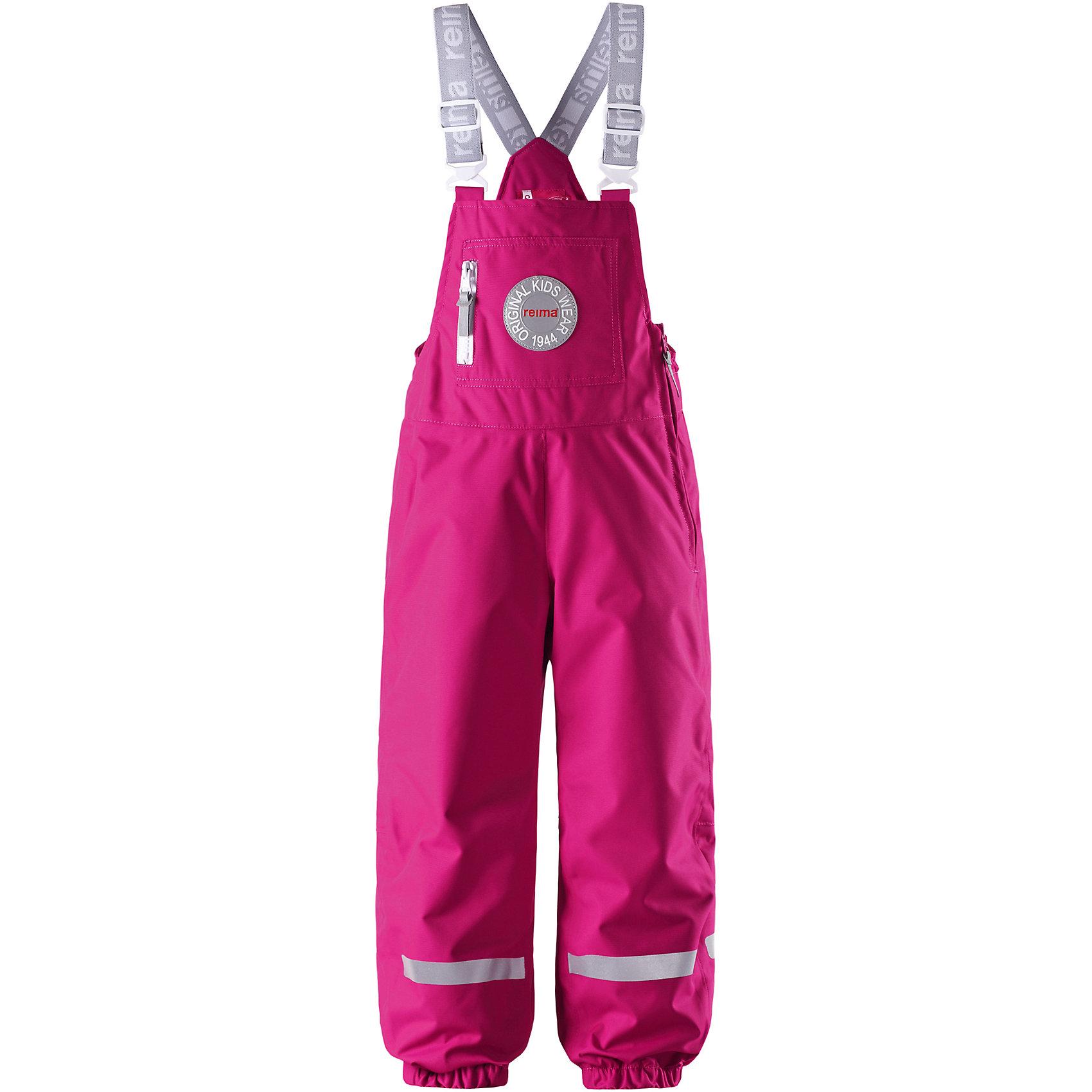Брюки для девочки ReimaНадёжные демисезонные брюки из коллекции Reima (Рейма) к 70-ти летнему юбилею! Эта модель для детей в стиле ретро навеяна коллекцией Reima (Рейма) к 70-ти летнему юбилею. Слегка утеплённые демисезонные брюки отлично отталкивают воду и грязь. Они подходят для поздней осени и могут трансформироваться в зимнюю модель с помощью тёплого промежуточного слоя! Основные швы проклеены, чтобы ребёнок не намок под дождём. Эти брюки в стиле ретро имеют большой передний карман на молнии, широкие регулируемые подтяжки и множество светоотражающих деталей, благодаря которым, ребёнок сможет безопасно играть в вечернее время. Силиконовые штрипки удержат брючины на месте при быстрой ходьбе. Прямой, слегка зауженный стиль.<br><br> Дожденепроницаемые демисезонные брюки для детей, коллекция Reima (Рейма) к 70-ти летнему юбилею <br> Основные швы проклеены, водонепроницаемы <br> Лёгкий утеплитель <br> Регулируемые подтяжки, пряжки спереди <br> Много светоотражающих деталей <br> Большой карман на молнии спереди <br> Прочные силиконовые штрипки <br>Состав:<br>100% ПЭ, ПУ-покрытие<br>Легкая степень утепления (до - 10)<br><br>Брюки Reima (Рейма) можно купить в нашем магазине.<br><br>Ширина мм: 215<br>Глубина мм: 88<br>Высота мм: 191<br>Вес г: 336<br>Цвет: розовый<br>Возраст от месяцев: 18<br>Возраст до месяцев: 24<br>Пол: Женский<br>Возраст: Детский<br>Размер: 92,104,128,122,116,110,98<br>SKU: 4209787