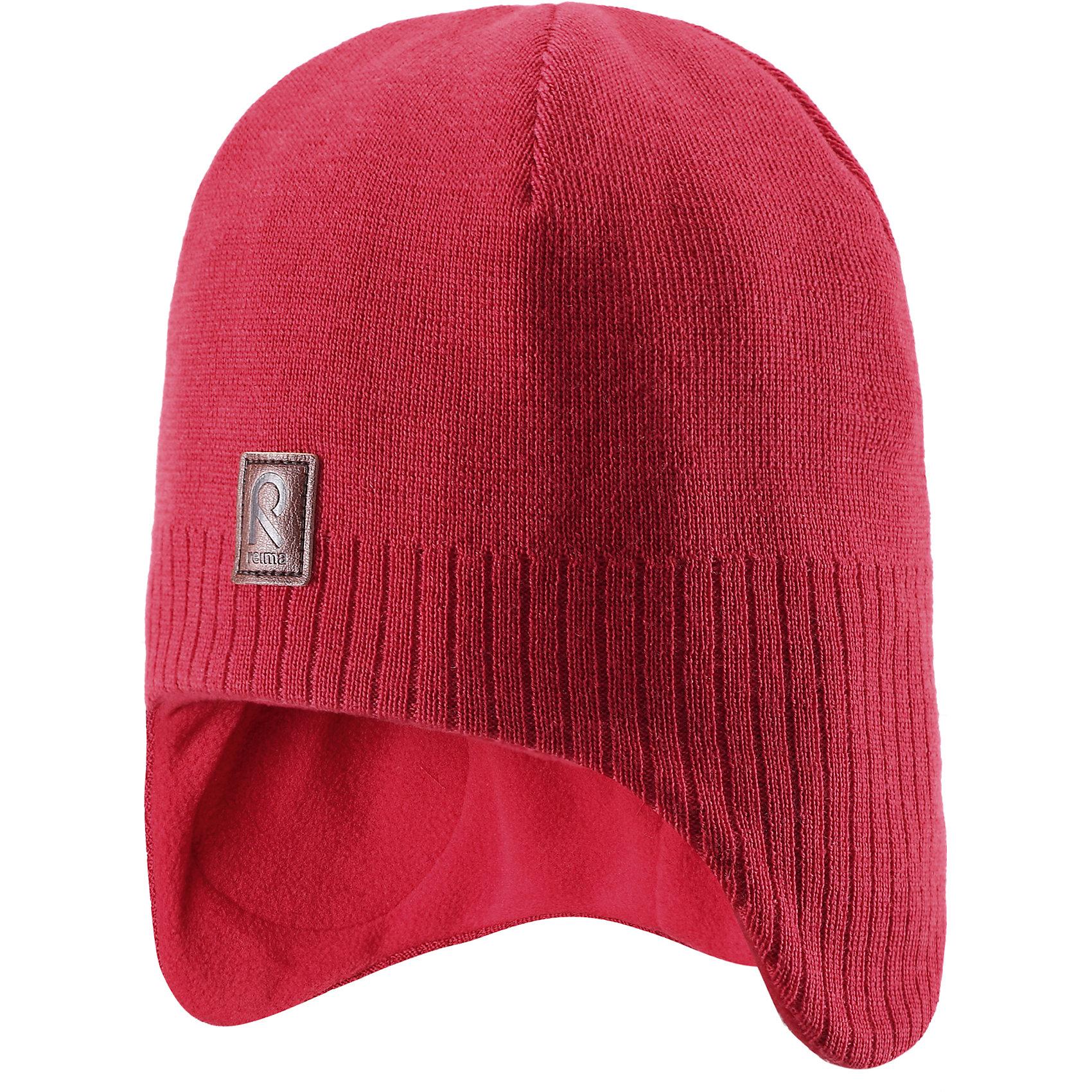 Шапка ReimaЭта симпатичная шерстяная детская шапка - прекрасная защита! Весёлая модель, плотно облегает и прикрывает ушки и лоб. Эта стильная шапка из 100% шерсти на теплой подкладке из флиса очень приятна для кожи. Подкладка из флиса идеально подходит для активных зимних прогулок благодаря тому, что она тёплая, быстро сохнет и прекрасно выводит влагу. Ветронепроницаемые вставки в области ушей между материалом верха и подкладкой защищают маленькие ушки от холодного ветра. Классический стиль легко сочетается с разной одеждой. Выберите свой любимый цвет из элегантных однотонных или полосатых моделей!<br><br>Шерстяная шапка для малышей <br>Полностью на подкладке: Мягкий тёплый флис<br>Ветронепроницаемые вставки в области ушей <br>Доступна в однотонном и полосатом вариантах<br>Состав:<br>100% Шерсть<br><br><br>Шапку Reima (Рейма) можно купить в нашем магазине.<br><br>Ширина мм: 89<br>Глубина мм: 117<br>Высота мм: 44<br>Вес г: 155<br>Цвет: красный<br>Возраст от месяцев: 24<br>Возраст до месяцев: 36<br>Пол: Унисекс<br>Возраст: Детский<br>Размер: 50,54,52,56<br>SKU: 4210263