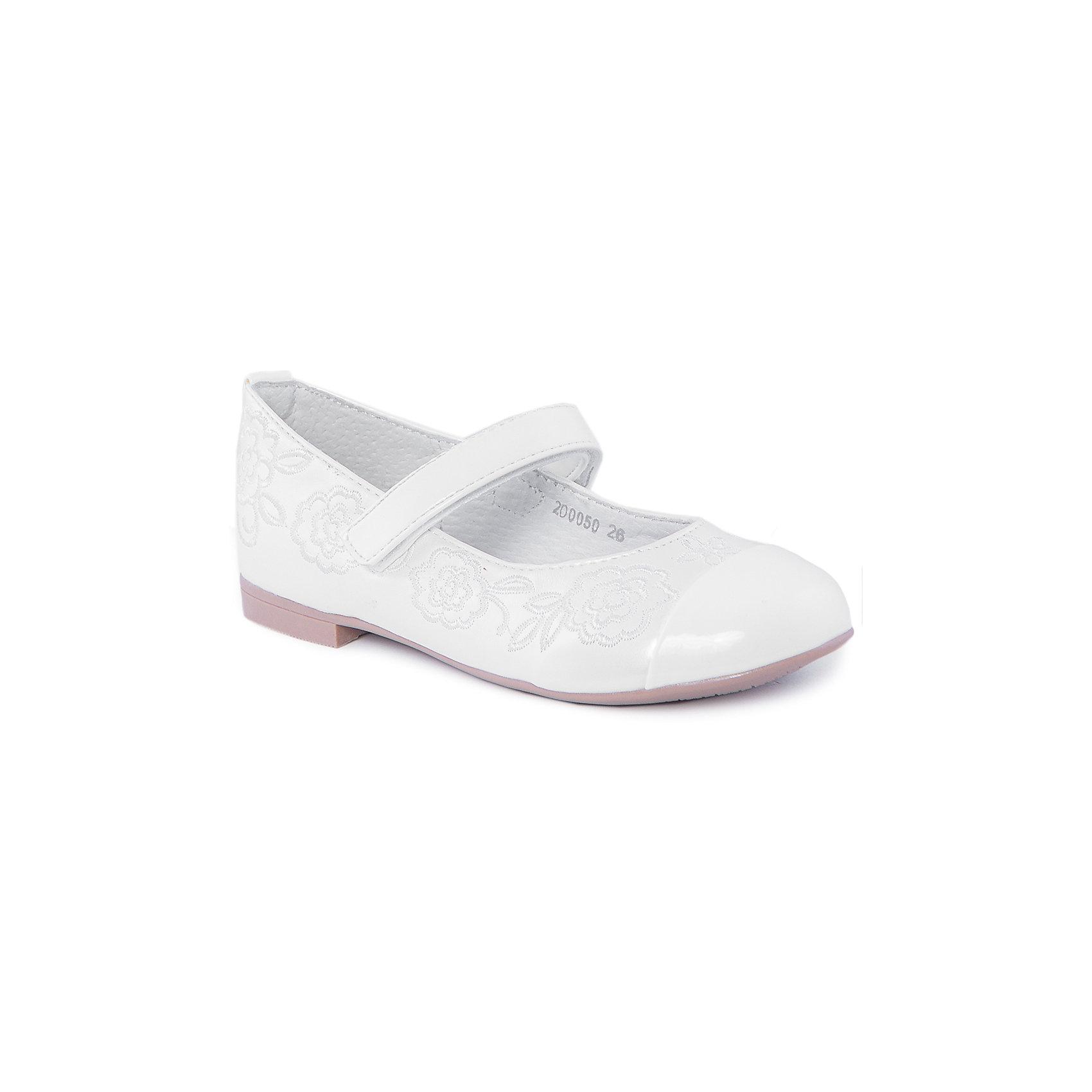Туфли для девочки MURSUТуфли для девочки от известного бренда MURSU обязательно понравятся всем юным модницам. Белые  туфельки декорированы изящной вышивкой, застегиваются на липучку. Модель имеет небольшой каблук, стелька и подкладка выполнены из натуральной кожи, что обеспечивает гигиеничность и комфорт. <br><br>Дополнительная информация:<br><br>- Цвет: белый.<br>- Тип застежки: липучка.<br>- Декоративные элементы: вышивка.<br><br>Состав:<br><br>- Материал верха: искусственная кожа.<br>- Материал подкладки: натуральная кожа.<br>- Материал подошвы: TEP.<br>- Материал стельки: натуральная кожа.<br><br>Туфли для девочки MURSU (Мурсу), можно купить в нашем магазине.<br><br>Ширина мм: 227<br>Глубина мм: 145<br>Высота мм: 124<br>Вес г: 325<br>Цвет: белый<br>Возраст от месяцев: 36<br>Возраст до месяцев: 48<br>Пол: Женский<br>Возраст: Детский<br>Размер: 31,30,28,26,29,27<br>SKU: 4213370