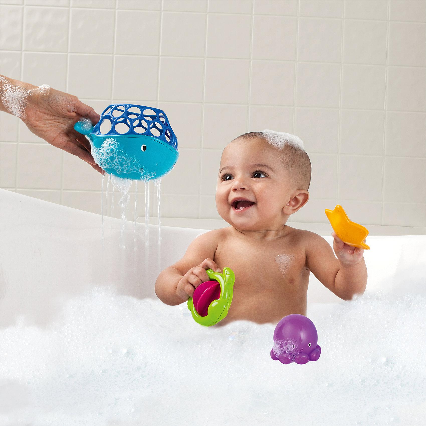 Игрушки для ванны «Морские друзья», OballЛейки и поливалки<br>Игрушки для ванны Морские друзья, Oball, превратят купание ребенка в веселую увлекательную игру. Набор включает в себя 4 фигурки морских обитателей, выполненные в ярких красочных цветах: кит, осьминог, черепашка и морская звезда. Фигурка кита может служить ковшом для зачерпывания воды. В его верхней части имеются круглые отверстия разной формы, которые предназначены для развития тактильного восприятия у ребенка и позволяют ему легко захватывать игрушку рукой. У черепашки вместо панциря - лопасти, которые можно крутить. Все предметы имеют округлые формы и выполнены из нетоксичного пластика, безопасного для здоровья ребенка. Набор способствует развитию воображения, внимания, зрения, тактильного восприятия, мелкой и крупной моторики, а также координации движений.<br><br>Дополнительная информация:<br><br>- В комплекте: кит, осьминог, черепашка, морская звезда.<br>- Материал: пластик.<br>- Размер кита: 16 х 11,5 х 10,5 см.<br>- Размер осьминога: 6,5 х 7 х 7 см.<br>- Размер черепашки: 9,5 х 5 х 9,5 см.<br>- Размер морской звезды: 8 х 2 х 8 см.<br>- Размер упаковки: 13 х 22 х 22 см.<br>- Вес: 0,4 кг.<br><br>Игрушки для ванны Морские друзья, Oball, можно купить в нашем интернет-магазине.<br><br>Ширина мм: 224<br>Глубина мм: 220<br>Высота мм: 126<br>Вес г: 302<br>Возраст от месяцев: 0<br>Возраст до месяцев: 36<br>Пол: Унисекс<br>Возраст: Детский<br>SKU: 4222562