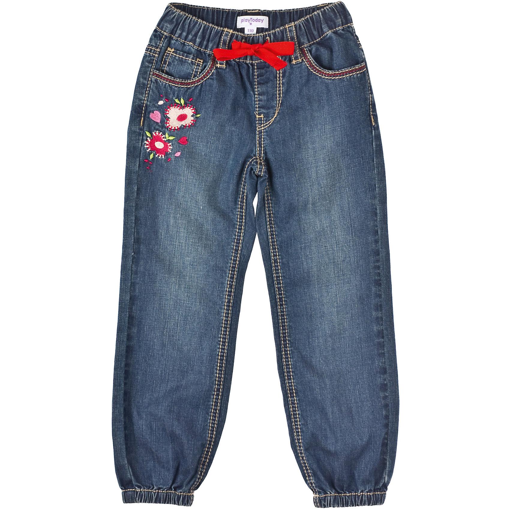 Джинсы для девочки PlayTodayБрюки для девочки PlayToday Джинсовые брюки для девочек. Пояс на резинке, отделан контрасной лентой. Низ штанин на резинках. Брюки декорированы красивой цветочной вышивкой, которая понравится всем девочкам. Состав: 100% хлопок<br><br>Ширина мм: 215<br>Глубина мм: 88<br>Высота мм: 191<br>Вес г: 336<br>Цвет: синий<br>Возраст от месяцев: 60<br>Возраст до месяцев: 72<br>Пол: Женский<br>Возраст: Детский<br>Размер: 116,122,98,110,104,128<br>SKU: 4228807