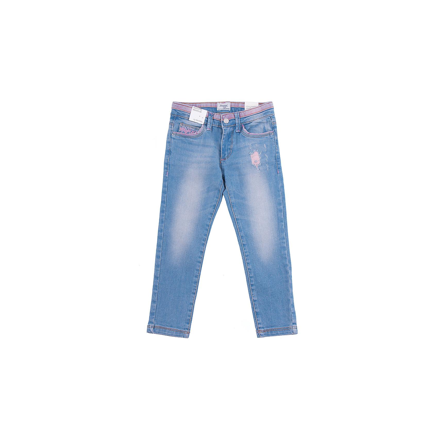 Брюки для девочки MayoralДжинсы для девочки от популярной испанской марки Mayoral.<br><br>Стильные удобные джинсы от известного испанского бренда Mayoral – отличный вариант универсальной одежды для ребенка. Модель украшена розоватыми потертостями, очень модно смотрится благодаря этому. Удобный крой и качественный материал обеспечит ребенку комфорт при ношении этой вещи.<br>Изделие имеет следующие особенности:<br><br>- эластичная джинсовая ткань голубого цвета, розовые элементы;<br>- наличие карманов, застежка - молния и пуговица;<br>- шлевки для ремня;<br>- объем талии регулируется внутренней резинкой;<br>- силуэт зауженный;<br><br>Состав: 98% хлопок, 2% эластан<br><br>Уход за изделием:<br><br>стирка в машине при температуре до 30°С,<br>не отбеливать,<br>гладить на низкой температуре.<br>Габариты:<br><br>длина штанин по внутреннему шву – 65 см.<br><br>*Числовые параметры соответствуют росту 140<br> <br>Джинсы для девочки Mayoral (Майорал) можно купить в нашем магазине.<br><br>Ширина мм: 215<br>Глубина мм: 88<br>Высота мм: 191<br>Вес г: 336<br>Цвет: разноцветный<br>Возраст от месяцев: 96<br>Возраст до месяцев: 108<br>Пол: Женский<br>Возраст: Детский<br>Размер: 134,98,104,122<br>SKU: 4232540