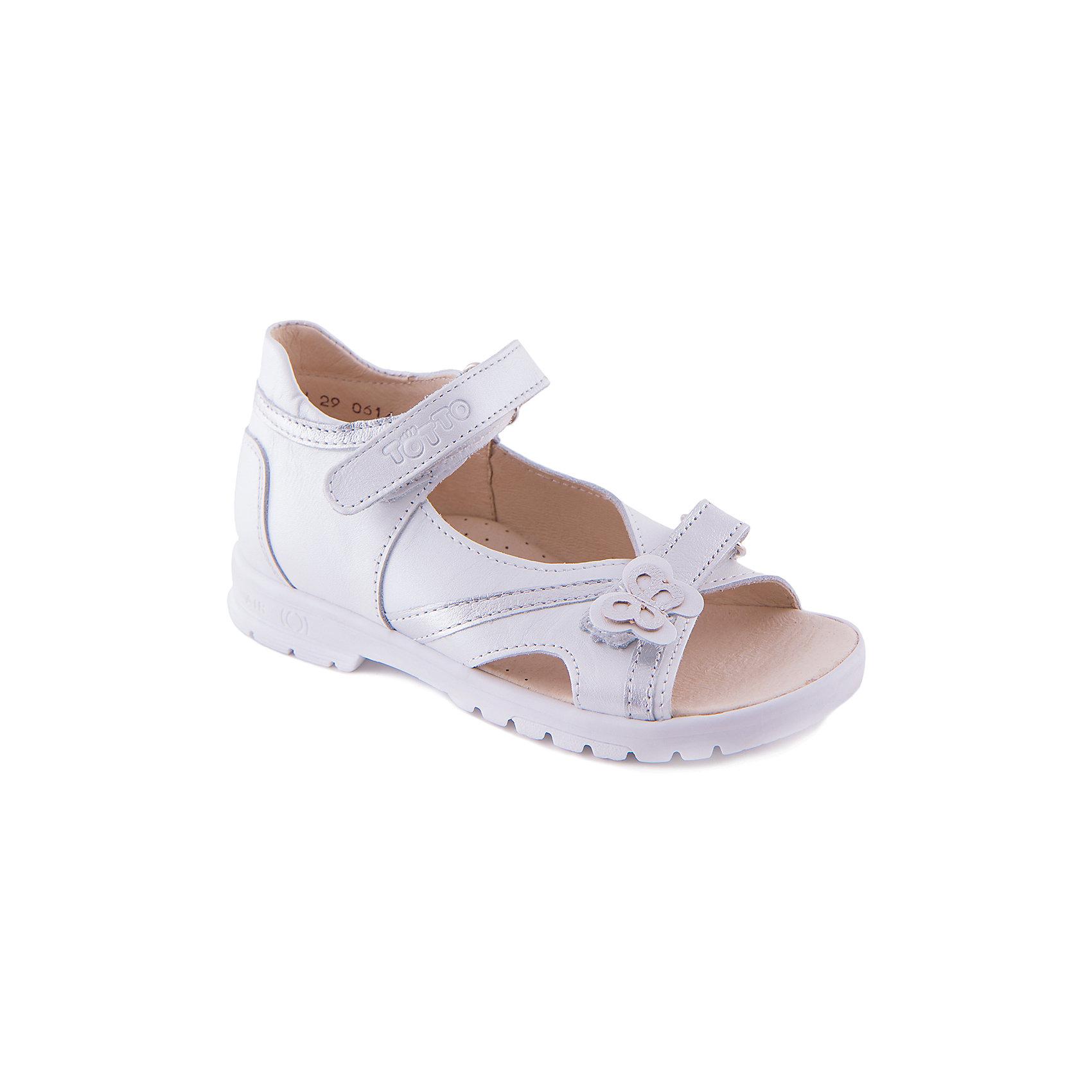 Сандалии для девочки ТоттоОртопедическая обувь<br>Сандалии для девочки от марки Тотто выполнены из натурально кожи, дополнены воздухопроницаемой ортопедической стелькой обеспечивающей комфорт и гигиеничность. Модель застегивается на липучки, декорирована вставками из серебряной кожи и небольшой кожаной бабочкой. Прекрасный вариант как для праздника, так и для повседневной носки.<br><br>Дополнительная информация:<br><br>- Тип застежки:  липучка.<br>- Декоративные элементы:  кожаные вставки, бабочка.<br>- Стелька с супинатором.<br>- Рифленая подошва.<br>Параметры для размера 27<br>- Толщина подошвы: 1 см<br>- Высота каблука: 2 см.<br>- Длина стопы: 16,5 см.<br>Состав:<br>верх - натуральная кожа,<br>подкладка - натуральная кожа,<br>подошва - термоэластопласт.<br><br>Сандалии для девочки Тотто можно купить в нашем магазине.<br><br>Ширина мм: 219<br>Глубина мм: 154<br>Высота мм: 121<br>Вес г: 343<br>Цвет: белый<br>Возраст от месяцев: 60<br>Возраст до месяцев: 72<br>Пол: Женский<br>Возраст: Детский<br>Размер: 29,27,28,30<br>SKU: 4233161