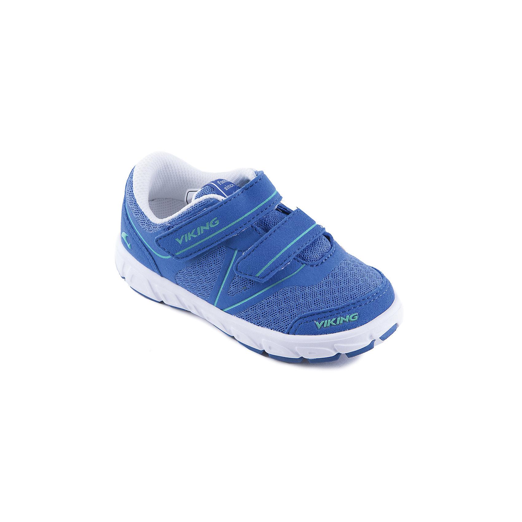 Кроссовки для мальчика VIKINGКроссовки для девочки от марки VIKING - прекрасный вариант для повседневной носки или же активного отдыха. Модель на липучке имеет рифленую подошву, нос и задник из влагоустойчивого материала и тканевые вставки для вентиляции ноги. Кроссовки яркой расцветки изготовлены из высококачественных материалов, очень удобные и практичные. <br><br>Дополнительная информация:<br><br>- Тип застежки: липучка. <br>- Декоративные элементы: логотип бренда.<br>- Стирка: щадящий режим, 30 ?. <br>Параметры для размера 24.<br>- Толщина подошвы: 1,5 см.<br>- Высота каблука: 2,5 см.<br>Состав:<br>текстиль, искусственная кожа, этиленвинилацетат, натуральная резина.<br><br>Кроссовки для девочки VIKING (Викинг) можно купить в нашем магазине.<br><br>Ширина мм: 262<br>Глубина мм: 176<br>Высота мм: 97<br>Вес г: 427<br>Цвет: синий<br>Возраст от месяцев: 21<br>Возраст до месяцев: 24<br>Пол: Мужской<br>Возраст: Детский<br>Размер: 25,24,26,32,27,28,33,35,34,29,30,31<br>SKU: 4233340