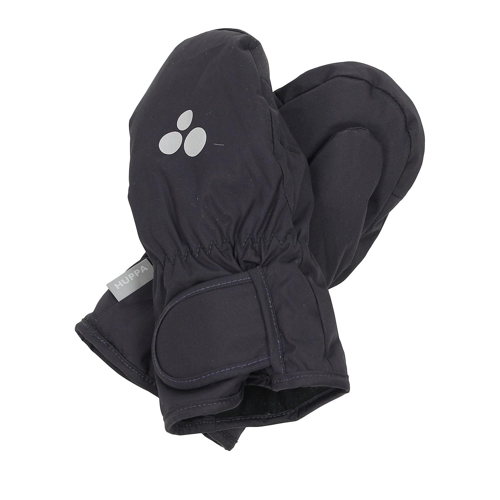 Варежки для мальчика HuppaДетские зимние варежки ярких цветов. У варежек приятная подкладка из полиэстера и дышащая и водоотталкивающая ткань, которая поможет держать руки в сухости и тепле. В середину вшита резинка, а на запястье - регулируемая застежка-липучка, которые помогут варежкам надежно держаться на руках. Чтобы варежки не терялись, для удобства использования варежек добавлена резиновая лента, а в качестве украшения - светящиеся в темноте шарики с логотипом Huppa (Хуппа). Маленькие зажимы в средней части помогут держать пару варежек вместе после использования. <br><br>Варежки для мальчика Huppa (Хуппа) можно купить в нашем магазине.<br><br>Ширина мм: 162<br>Глубина мм: 171<br>Высота мм: 55<br>Вес г: 119<br>Цвет: серый<br>Возраст от месяцев: 72<br>Возраст до месяцев: 96<br>Пол: Мужской<br>Возраст: Детский<br>Размер: 2,1,4,3,5<br>SKU: 4242784