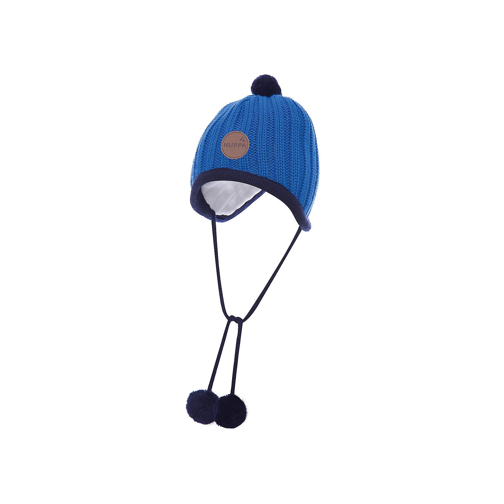 Шапка для мальчика HuppaВязанная «резинкой» зимняя шапка для малышей. Для удобства ношения у шапки приятная подкладка из хлопкового трикотажа, наружная часть из смеси 50% мериносовой шерсти и 50% акриловой пряжи. Для защиты от холодных ветров у шапки имеются ленты с помпонами, при помощи которых шапку можно завязать и защитить уши от холода. <br><br>Шапку для мальчика Huppa (Хуппа) можно купить в нашем магазине.<br><br>Ширина мм: 89<br>Глубина мм: 117<br>Высота мм: 44<br>Вес г: 155<br>Цвет: голубой<br>Возраст от месяцев: 2<br>Возраст до месяцев: 5<br>Пол: Мужской<br>Возраст: Детский<br>Размер: 39-43,43-45,51-53,47-49<br>SKU: 4242872