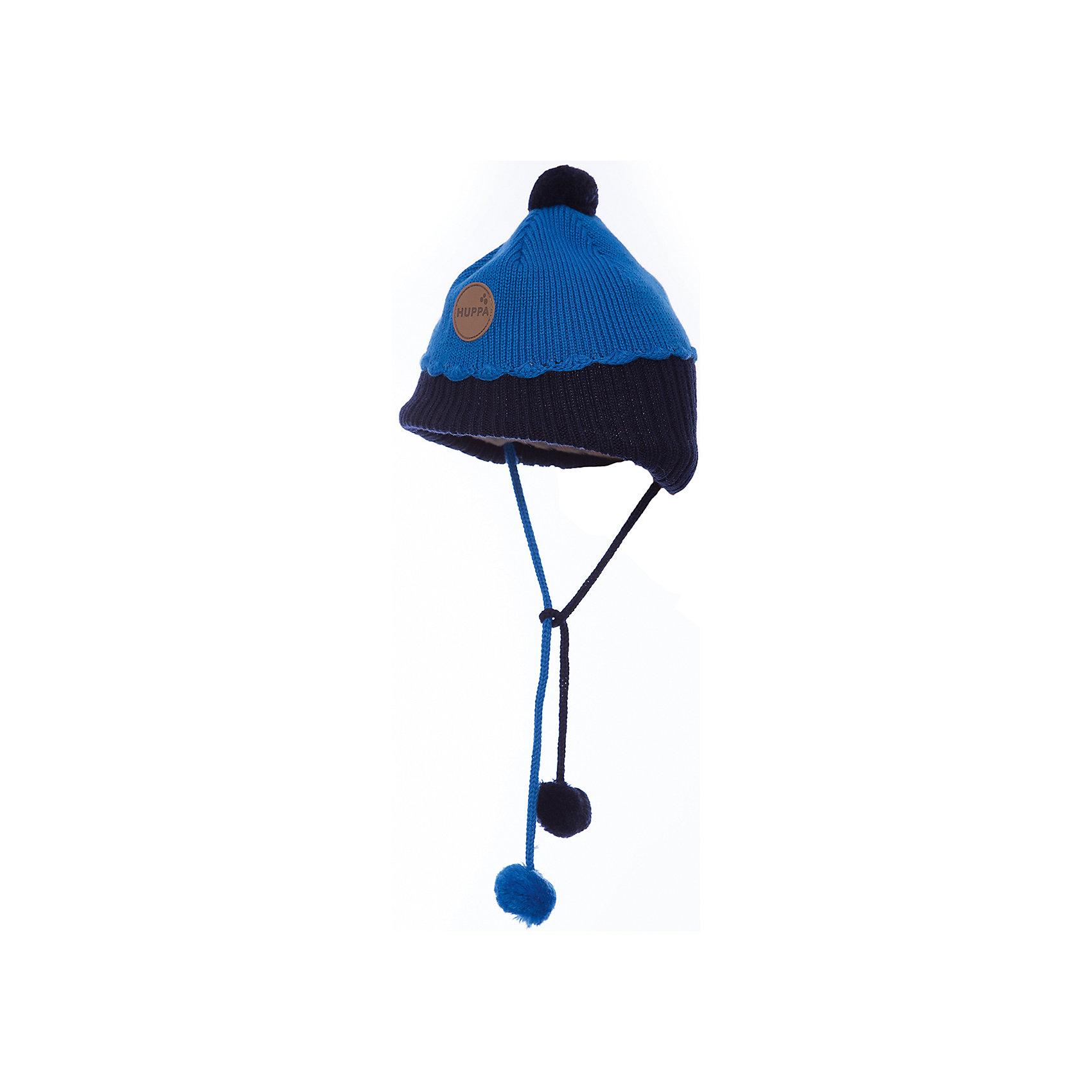 Шапка для мальчика HuppaШапочки<br>Зимняя вязаная двухцветная шапка для малышей. Для удобства ношения у шапки приятная подкладка из хлопкового трикотажа, наружная часть из смеси 50% мериносовой шерсти и 50% акриловой пряжи. Более интересной шапку делают разноцветные ленты с помпонами, при помощи которых шапку можно завязать и защитить уши от холода, а также кружева в разрезе. <br><br><br><br>Шапку для мальчика Huppa (Хуппа) можно купить в нашем магазине.<br><br>Ширина мм: 89<br>Глубина мм: 117<br>Высота мм: 44<br>Вес г: 155<br>Цвет: синий<br>Возраст от месяцев: 9<br>Возраст до месяцев: 12<br>Пол: Мужской<br>Возраст: Детский<br>Размер: 43-45,51-53,47-49<br>SKU: 4242928