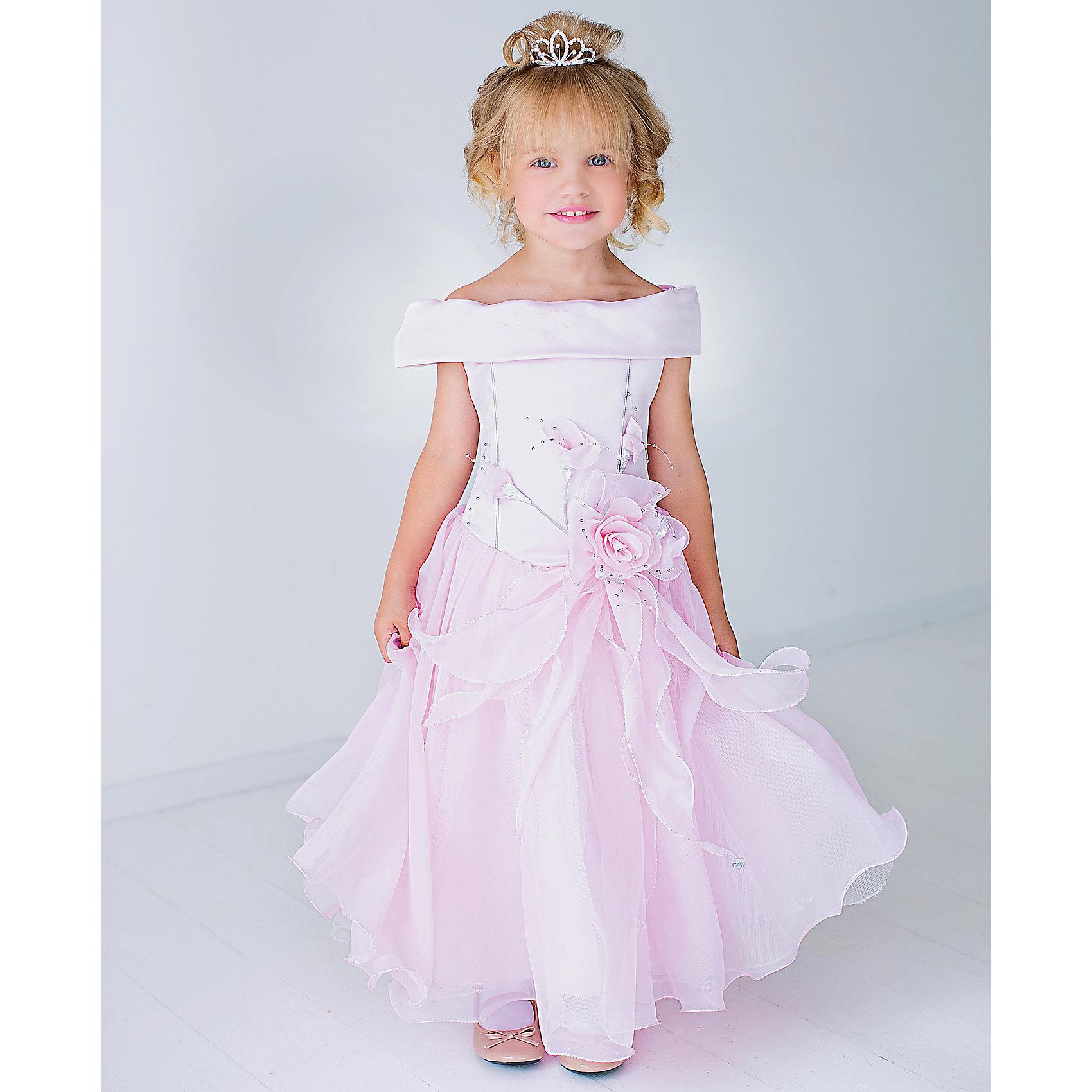 Нарядное платье ШармельНарядное платье для девочки от российской марки Шармель<br><br>Эффектное пышное платье как у принцессы - мечта каждой девочки. Данное платье смотрится очень празднично и воздушно. На любом празднике ребенок в нем будет выглядеть нарядно и торжественно.<br><br>Особенности модели:<br><br>- состав: 100% полиэстер, подкладка: 100% хлопок<br>- материал - с блеском;<br>- цвет - розовый;<br>- подол - многослойный, пышный, с полужестким каркасом из сетки;<br>- без рукавов;<br>- можно утянуть лиф шнуровкой;<br>- сзади застежка-молния;<br>- резинка на прорезях для рукавов;<br>- лиф жесткий, украшен цветами из органзы с серебристой фурнитурой.<br><br>Дополнительная информация:<br><br>Габариты:<br><br>длина по спинке - 71 см.<br><br>* соответствует размеру 104/116<br><br>Нарядное платье для девочки от российской марки Шармель можно купить в нашем магазине.<br><br>Ширина мм: 236<br>Глубина мм: 16<br>Высота мм: 184<br>Вес г: 177<br>Цвет: розовый<br>Возраст от месяцев: 48<br>Возраст до месяцев: 72<br>Пол: Женский<br>Возраст: Детский<br>Размер: 104/116,92/98<br>SKU: 4243372