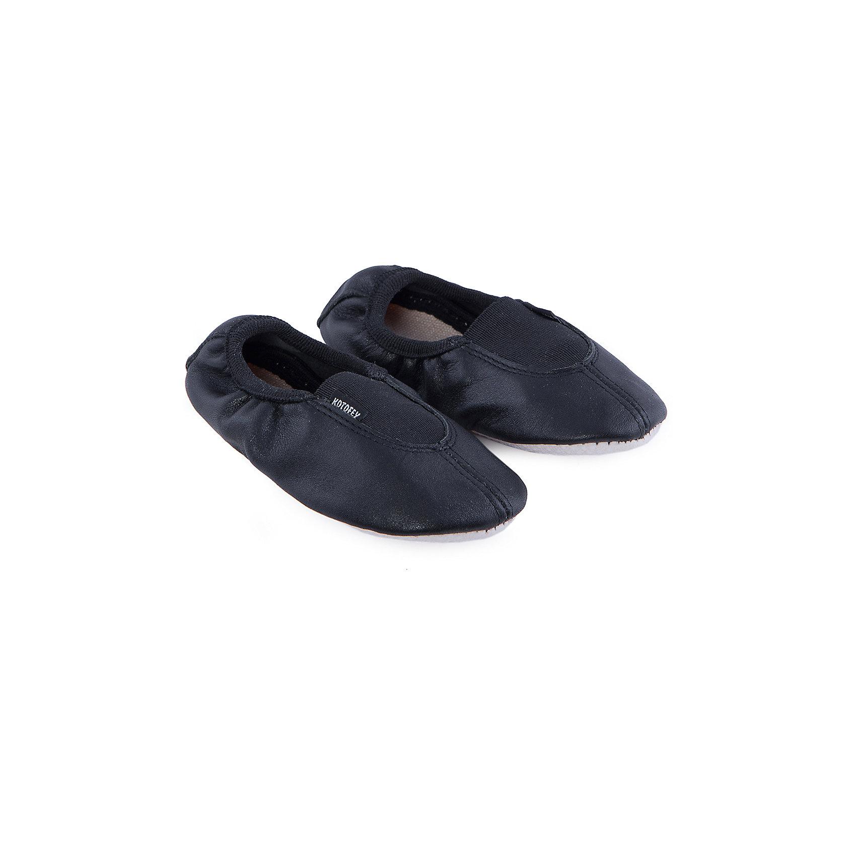 Чешки КотофейСпортивная обувь<br>Чешки от известного российского бренда Котофей выполнены из натуральной кожи, отлично сидят на ноге, не сковывают движения, имеют рифленую антискользящую подошву. Модель дополнена эластичными вставками для более плотного прилегания.<br><br>Дополнительная информация:<br><br>- Эластичные вставки.<br>- Рифленая подошва.<br>Параметры для размера 23<br>- Длина стопы: 14,5 см.<br>Состав: <br>натуральная кожа.<br><br>Чешки Котофей можно купить в нашем магазине.<br><br>Ширина мм: 227<br>Глубина мм: 145<br>Высота мм: 124<br>Вес г: 325<br>Цвет: черный<br>Возраст от месяцев: 24<br>Возраст до месяцев: 36<br>Пол: Унисекс<br>Возраст: Детский<br>Размер: 26,25,23,24<br>SKU: 4248397
