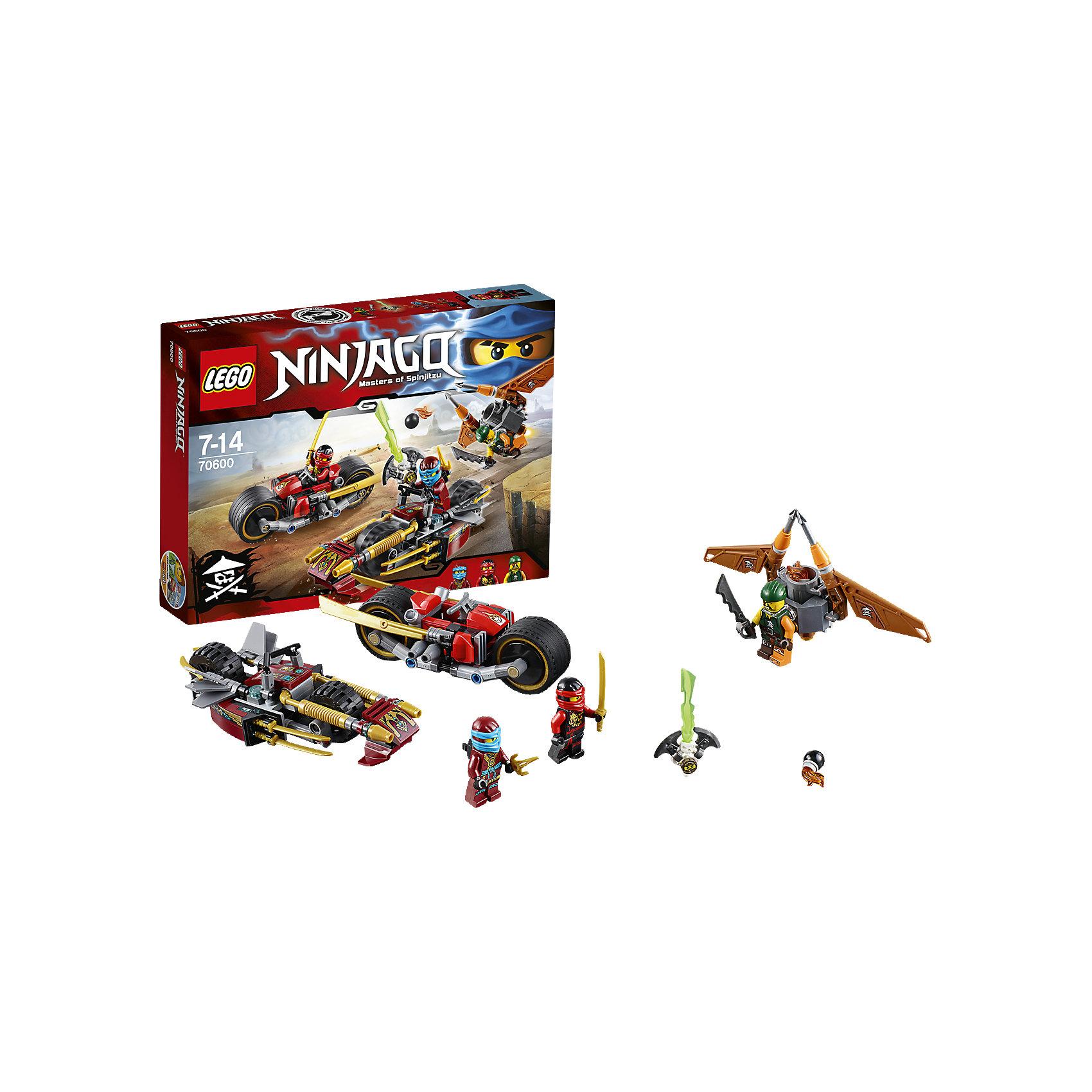 LEGO NINJAGO 70600: Погоня на мотоциклахПластмассовые конструкторы<br>Нацель скрытые пушки и ускорители мотоцикла Кая на флайер небесного пирата. Уклоняйся от бомб с флайера и целься из водомёта стихий, установленного на удивительном мотоцикле Нии. Сбей флайер, а затем разверни золотые мечи ниндзя на мотоцикле Кая, чтобы атаковать. Ты должен победить Скиффи и освободить Коула из Джинн-клинка!<br><br>LEGO Ninjago (ЛЕГО Ниндзяго) - серия детских конструкторов ЛЕГО, рассказывающая о приключениях четырех отважных ниндзя и их сенсея, о противостоянии злу и победе добра. Наборы серии можно комбинировать между собой, давая безграничные просторы для фантазии и придумывая свои новые истории. <br><br>Дополнительная информация:<br><br>- Конструкторы ЛЕГО развивают усидчивость, внимание, фантазию и мелкую моторику. <br>- Комплектация: 3 минифигурки, аксессуары, мотоциклы, флайер. <br>- В комплекте 3 минифигурки.<br>- Количество деталей: 231.<br>- Серия ЛЕГО Ниндзяго (LEGO Ninjago)<br>- Материал: пластик.<br>- Размер упаковки: 26х4,6х19 см.<br>- Вес: 0.285 кг.<br><br>Конструктор LEGO Ninjago 70600: Погоня на мотоциклах можно купить в нашем магазине.<br><br>Ширина мм: 264<br>Глубина мм: 190<br>Высота мм: 48<br>Вес г: 300<br>Возраст от месяцев: 84<br>Возраст до месяцев: 168<br>Пол: Мужской<br>Возраст: Детский<br>SKU: 4259038