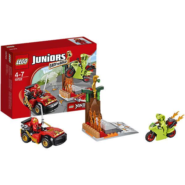 LEGO Juniors 10722: Схватка со змеямиКонструкторы Лего<br>Злобный змей Лаша хочет заполучить золотой змеиный посох, поэтому нужно помочь Каю победить его! Используй машину Кая и меч ниндзя, чтобы сразиться со злодеем. Строй и играй с наборами LEGO Juniors NINJAGO!<br><br>LEGO Juniors (ЛЕГО Джуниорс) - серия конструкторов для детей от 4 до 7 лет. Размер кубиков и деталей соответствует обычным размерам, при этом наборы очень просты в сборке. Понятные инструкции позволяют детям быстро получить результат и приступить к игре. Конструкторы этой серии прекрасно детализированы, яркие, прочные, имеют множество различных сюжетов - идеально подходят для реалистичных и познавательных игр.<br><br>Дополнительная информация:<br><br>- Конструкторы ЛЕГО развивают усидчивость, внимание, фантазию и мелкую моторику. <br>- Комплектация: 2 минифигурки, аксессуары, мотоцикл, машина Кая, огненный посох.<br>- В комплекте 2 фигурки: Кай, Лаша.<br>- Количество деталей: 92 шт.<br>- Серия ЛЕГО Джуниорс (LEGO  Juniors ).<br>- Материал: пластик.<br>- Размер упаковки: 4,6х19х14 см.<br>- Вес: 0,19 кг.<br><br>Конструктор LEGO Juniors 10722: Схватка со змеями можно купить в нашем магазине.<br><br>Ширина мм: 195<br>Глубина мм: 139<br>Высота мм: 63<br>Вес г: 191<br>Возраст от месяцев: 48<br>Возраст до месяцев: 84<br>Пол: Мужской<br>Возраст: Детский<br>SKU: 4259062