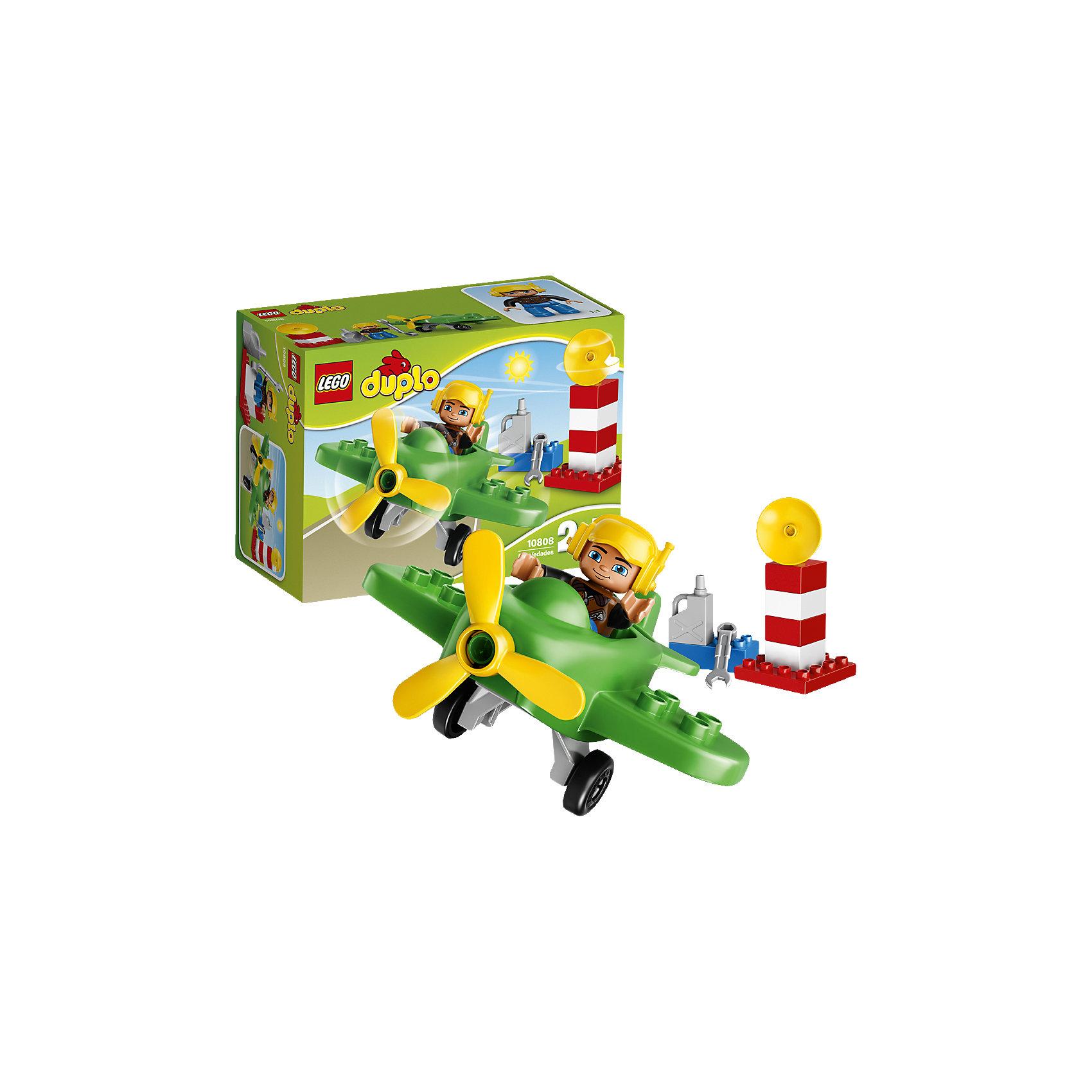 LEGO DUPLO 10808: Маленький самолётКонструкторы для малышей<br>LEGO DUPLO (ЛЕГО Дупло) 10808: Маленький самолёт - увлекательный игровой набор, который станет замечательным подарком для Вашего малыша. Из ярких деталей он сможет самостоятельно собрать красочный самолет с пропеллером и отправиться на нем в увлекательное путешествие! Помогите пилоту проверить работу пропеллера и заправить самолет топливом. Получите разрешение на взлет с радарной вышки и выруливайте на взлётную полосу. В салон самолета можно посадить фигурку пилота с подвижными частями тела.<br><br>ЛЕГО Дупло - серия конструкторов для малышей, которую отличает крупные яркие детали со скругленными углами и многообразие игровых сюжетов, это и животные, и растения, и машинки, и сказочные персонажи. <br><br>Дополнительная информация:<br><br>- Игра с конструктором LEGO (ЛЕГО) развивает мелкую моторику ребенка, фантазию и воображение, учит его усидчивости и внимательности.<br>- Количество деталей: 13.<br>- Количество минифигур: 1 (пилот самолета).<br>- Серия: LEGO DUPLO (ЛЕГО Дупло). <br>- Материал: пластик.<br>- Размер упаковки: 19 х 9 х 14 см.<br>- Вес: 0,215 кг.<br><br>Конструктор LEGO DUPLO (ЛЕГО Дупло) 10808: Маленький самолёт можно купить в нашем интернет-магазине.<br><br>Ширина мм: 196<br>Глубина мм: 142<br>Высота мм: 93<br>Вес г: 233<br>Возраст от месяцев: 24<br>Возраст до месяцев: 60<br>Пол: Мужской<br>Возраст: Детский<br>SKU: 4259176