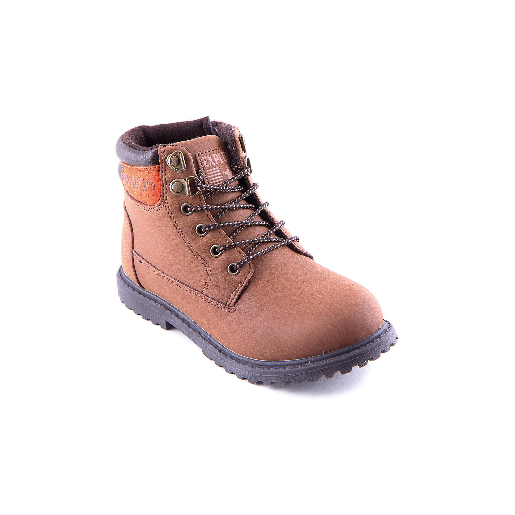 Ботинки для мальчика Indigo kidsБотинки для мальчика Indigo kids удобный и практичный вариант для холодной погоды. Модель  выполнена из высококачественных материалов, имеет мягкую теплую подкладку.  Ботинки завязываются на шнурки или же застегиваются на молнию, имеют рифленую подошву, декорированы аппликацией. <br><br>Дополнительная информация:<br><br>- Сезон: осень/весна<br>- Температурный режим: от +10? до - 5?.<br>- Тип застежки:  молния, шнурки.<br>- Рифленая подошва.<br>- Декоративные элементы:  аппликация.<br>Параметры для размера 32<br>- Толщина подошвы: 1,5 см.<br>- Высота каблука: 2 см.<br>Состав:<br>Материал верха: кожа искусственная.<br>Материал подкладки: шерсть.<br>Стелька: шерсть.<br>Подошва: ТЭП.<br><br>Ботинки для мальчика Indigo kids (Индиго Кидс) можно купить в нашем магазине.<br><br>Ширина мм: 262<br>Глубина мм: 176<br>Высота мм: 97<br>Вес г: 427<br>Цвет: оранжевый<br>Возраст от месяцев: 108<br>Возраст до месяцев: 120<br>Пол: Мужской<br>Возраст: Детский<br>Размер: 33,35,32,37,36,34<br>SKU: 4262336