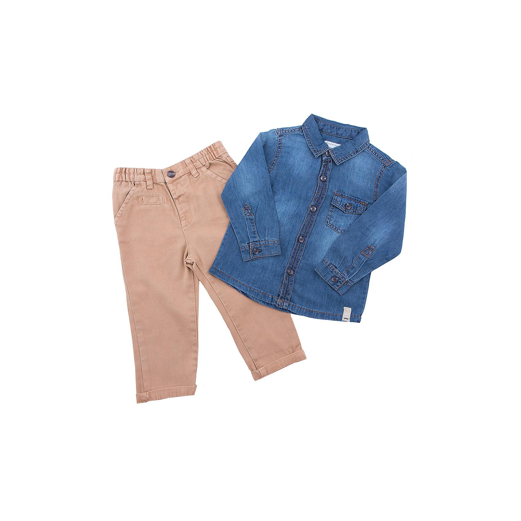 Комплект: рубашка и брюки для мальчика BABALUNOКомплект: рубашка и брюки для мальчика от популярной английской марки BABALUNO<br><br>Симпатичный и очень удобный комплект состоит из рубашки и брюк. Модель отлично сидит на малышах, не стесняет движения. Материал - гипоаллергенный, дышащий и приятный на ощупь.<br><br>Особенности модели:<br><br>- материал - хлопок;<br>- цвет: рубашка - синий джинс, брюки - коричневые;<br>- рубашка украшена двумя карманами на груди,<br>- рукав длинный, воротник - отложной;<br>- застежки-пуговицы;<br>- пояс брюк - на резинке, есть шлевки;<br>- карманы функциональные, на штанинах - отвороты.<br><br>Дополнительная информация:<br><br>Состав: 100% хлопок<br><br>Уход за изделием:<br><br>стирка в машине при температуре до 30°С,<br>не отбеливать,<br>гладить на средней температуре.<br><br>Комплект: рубашка и брюки для мальчика BABALUNO (Бабалуно) можно купить в нашем магазине<br><br>Ширина мм: 190<br>Глубина мм: 74<br>Высота мм: 229<br>Вес г: 236<br>Цвет: разноцветный<br>Возраст от месяцев: 12<br>Возраст до месяцев: 15<br>Пол: Мужской<br>Возраст: Детский<br>Размер: 80/86,86/92<br>SKU: 4262839