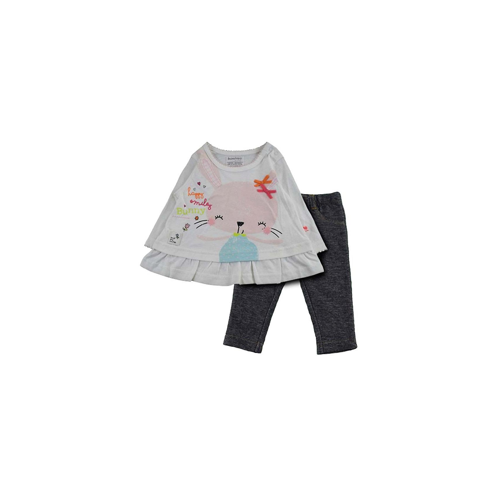 Комплект: кофточка и брюки для девочки BABALUNOКомплект: кофточка и брюки для девочки от популярной английской марки BABALUNO<br><br>Симпатичный и очень удобный комплект состоит из кофточки и брюк. Модель отлично сидит на малышах, не стесняет движения. Материал - гипоаллергенный, дышащий и приятный на ощупь.<br><br>Особенности модели:<br><br>- материал - хлопковый трикотаж;<br>- цвет: кофточка - белая, брюки - под джинсу;<br>- кофточка украшена принтом с зайцем и маленькими бантиками на нем;<br>- внизу кофточки - волан;<br>- рукав длинный, горловой вырез - круглый;<br>- на плече - кнопки;<br>- пояс брюк - на резинке;<br>- шлевки для ремня.<br><br>Дополнительная информация:<br><br>Состав: 100% хлопок<br><br>Уход за изделием:<br><br>стирка в машине при температуре до 30°С,<br>не отбеливать,<br>гладить на средней температуре.<br><br>Комплект: кофточка и брюки для девочки BABALUNO (Бабалуно) можно купить в нашем магазине<br><br>Ширина мм: 190<br>Глубина мм: 74<br>Высота мм: 229<br>Вес г: 236<br>Цвет: белый<br>Возраст от месяцев: 0<br>Возраст до месяцев: 3<br>Пол: Женский<br>Возраст: Детский<br>Размер: 56/62,62/68,74/80,68/74<br>SKU: 4262847