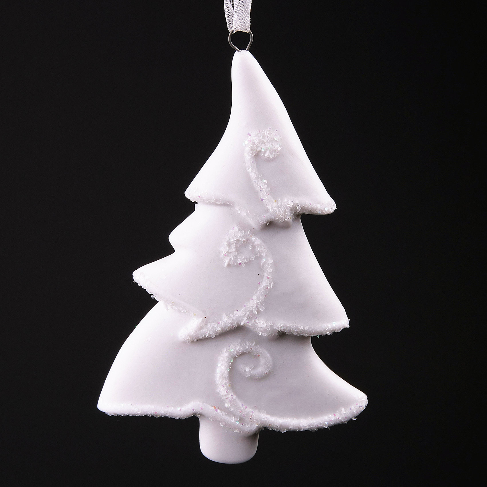 Новогоднее украшение ЕлочкаНовогоднее украшение – это декоративное украшение замечательно украсит интерьер.<br>Изящное новогоднее украшение выполнено из керамики белого цвета в виде елки, украшенной блестками. С помощью специальной текстильной петельки его можно повесить в любом понравившемся вам месте. Но, конечно, удачнее всего такая игрушка будет смотреться на праздничной елке. Новогодние украшения приносят в дом волшебство и ощущение праздника. Создайте в своем доме атмосферу веселья и радости, украшая новогоднюю елку нарядными игрушками, которые будут из года в год накапливать теплоту воспоминаний.<br><br>Дополнительная информация:<br><br>- Размер: 9,5 х 6 х 0,8 см.<br>- Материал: керамика<br><br>Новогоднее украшение принесет в ваш дом ни с чем несравнимое ощущение волшебства!<br><br>Новогоднее украшение можно купить в нашем интернет-магазине.<br><br>Ширина мм: 110<br>Глубина мм: 700<br>Высота мм: 20<br>Вес г: 100<br>Возраст от месяцев: 36<br>Возраст до месяцев: 2147483647<br>Пол: Унисекс<br>Возраст: Детский<br>SKU: 4276473