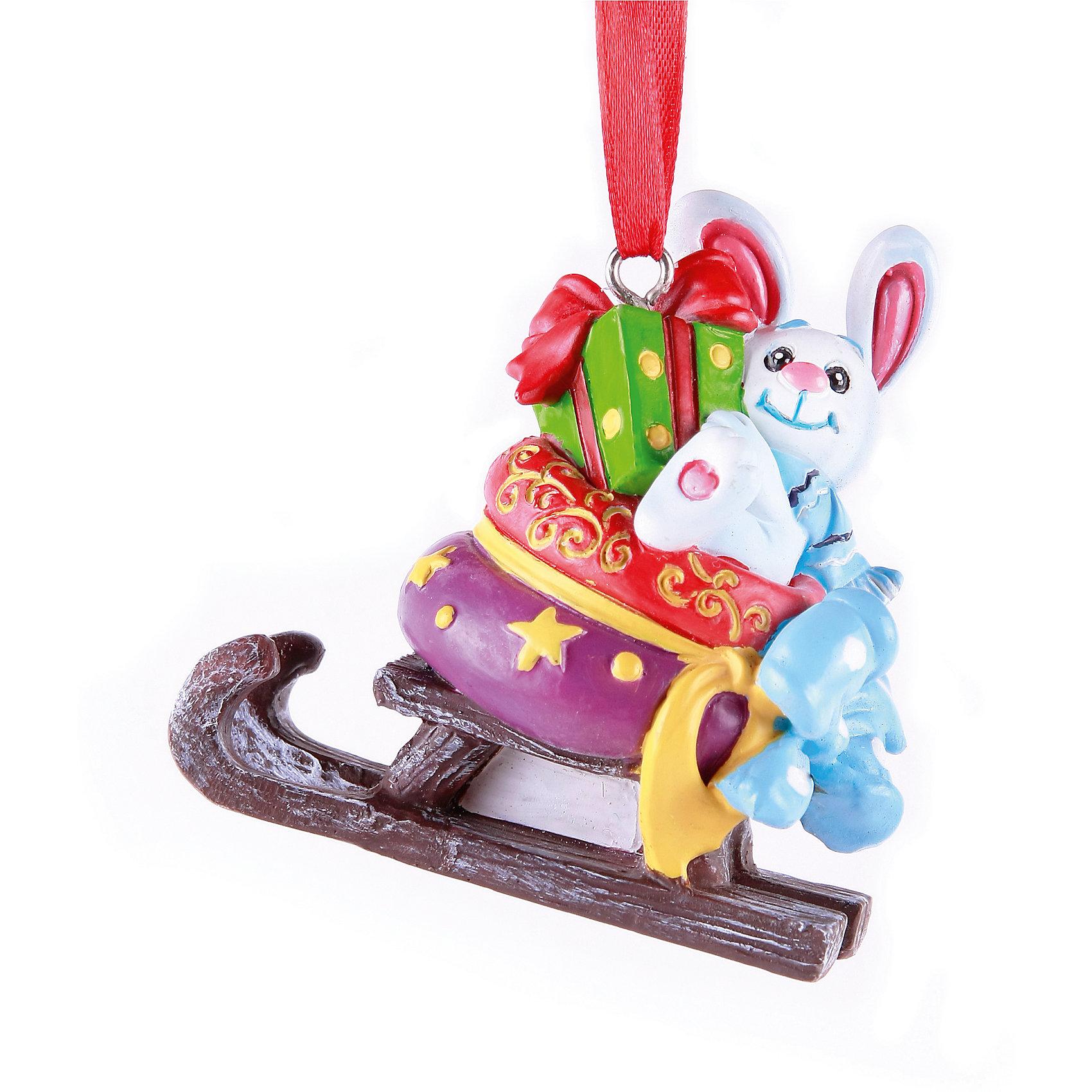 Украшение Зайка с мешком подарков на саняхУкрашение Зайка с мешком подарков на санях, Феникс-презент, замечательно украсит Вашу новогоднюю елку или интерьер и создаст праздничное новогоднее настроение. Украшение выполнено в виде забавного зайчика, везущего на санях мешок с подарками. Имеется специальная петелька, за которую игрушку можно повесить в любом понравившемся Вам месте.<br><br>Дополнительная информация:<br><br>- Материал: полирезина, текстиль.<br>- Размер: 7 х 3,5 х 7 см.<br>- Размер упаковки: 7 х 8 х 4 см.<br><br>Украшение Зайка с мешком подарков на санях, Феникс-презент, можно купить в нашем интернет-магазине.<br><br>Ширина мм: 80<br>Глубина мм: 50<br>Высота мм: 80<br>Вес г: 100<br>Возраст от месяцев: 36<br>Возраст до месяцев: 2147483647<br>Пол: Унисекс<br>Возраст: Детский<br>SKU: 4276483