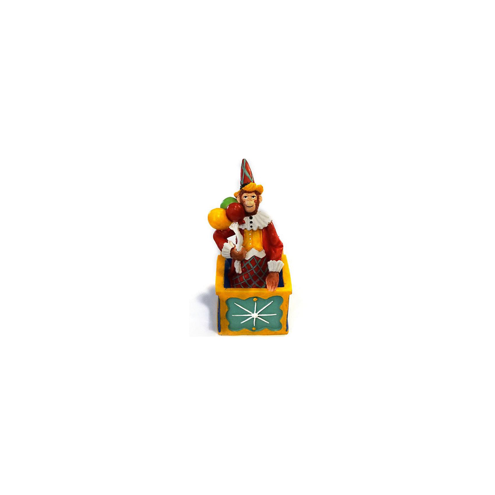 Декоративная обезьяна Клоун в ящикеДекоративная обезьянка Клоун в ящике, Феникс-Презент, прекрасно дополнит Ваш новогодний интерьер и станет приятным сувениром для родных и друзей. Озорная обезьянка представлена в образе клоуна в ярком цирковом наряде. Обезьяна является символом Нового 2016 года, забавная фигурка принесет Вам радость и удачу и поднимет настроение.  <br><br>Дополнительная информация:<br><br>- Материал: полирезина. <br>- Размер фигурки: 7 х 5,5 х 12,5 см.<br><br>Декоративную обезьянку Клоун в ящике, Феникс-Презент,  можно купить в нашем интернет-магазине.<br><br>Ширина мм: 80<br>Глубина мм: 70<br>Высота мм: 140<br>Вес г: 100<br>Возраст от месяцев: 36<br>Возраст до месяцев: 2147483647<br>Пол: Унисекс<br>Возраст: Детский<br>SKU: 4276525