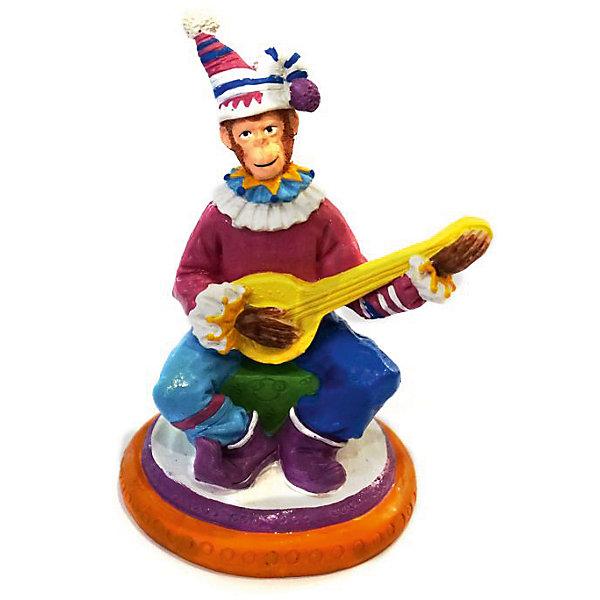 Декоративная обезьяна Клоун с гитаройНовогодние сувениры<br>Декоративная обезьянка Клоун с гитарой, Феникс-Презент, прекрасно дополнит Ваш новогодний интерьер и станет приятным сувениром для родных и друзей. Забавная обезьянка представлена в образе клоуна в ярком цирковом наряде. Обезьяна является символом Нового 2016 года, симпатичная фигурка принесет Вам радость и удачу и поднимет настроение.  <br><br>Дополнительная информация:<br><br>- Материал: полирезина. <br>- Размер фигурки: 9 х 7,5 х 12,3 см.<br><br>Декоративную обезьянку Клоун с гитарой, Феникс-Презент,  можно купить в нашем интернет-магазине.<br>Ширина мм: 100; Глубина мм: 90; Высота мм: 130; Вес г: 100; Возраст от месяцев: 36; Возраст до месяцев: 2147483647; Пол: Унисекс; Возраст: Детский; SKU: 4276528;