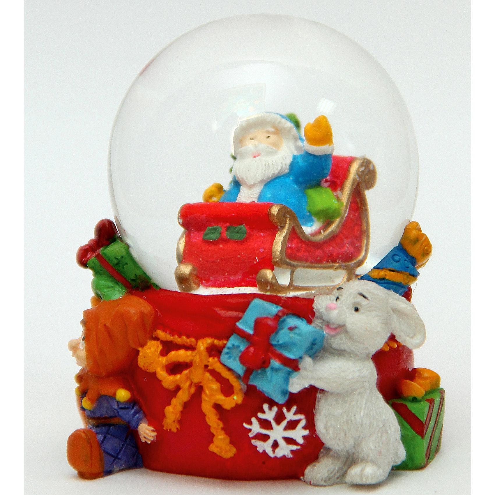 Новогодняя фигурка Дедушка Мороз в саняхНовинки Новый Год<br>Новогодняя фигурка Дедушка Мороз в санях, Феникс-Презент, станет замечательным украшением Вашего новогоднего интерьера и приятным сувениром для родных и друзей. Оригинальная игрушка представляет из себя стеклянный шар, наполненный водой, внутри которого помещена фигурка Дела Мороза в санях. Шар прикреплен к круглой подставке из полирезины, выполненной в форме большого мешка с подарками. Чудесное украшение порадует и взрослых и детей и поможет создать волшебную атмосферу новогодних праздников.<br><br>Дополнительная информация:<br><br>- Материал: стекло, полирезина.<br>- Размер фигурки: 5,5 х 4,8 х 6,2 см.<br><br>Новогоднюю фигурку Дедушка Мороз в санях, Феникс-Презент, можно купить в нашем интернет-магазине.<br><br>Ширина мм: 70<br>Глубина мм: 60<br>Высота мм: 80<br>Вес г: 100<br>Возраст от месяцев: 36<br>Возраст до месяцев: 2147483647<br>Пол: Унисекс<br>Возраст: Детский<br>SKU: 4276536
