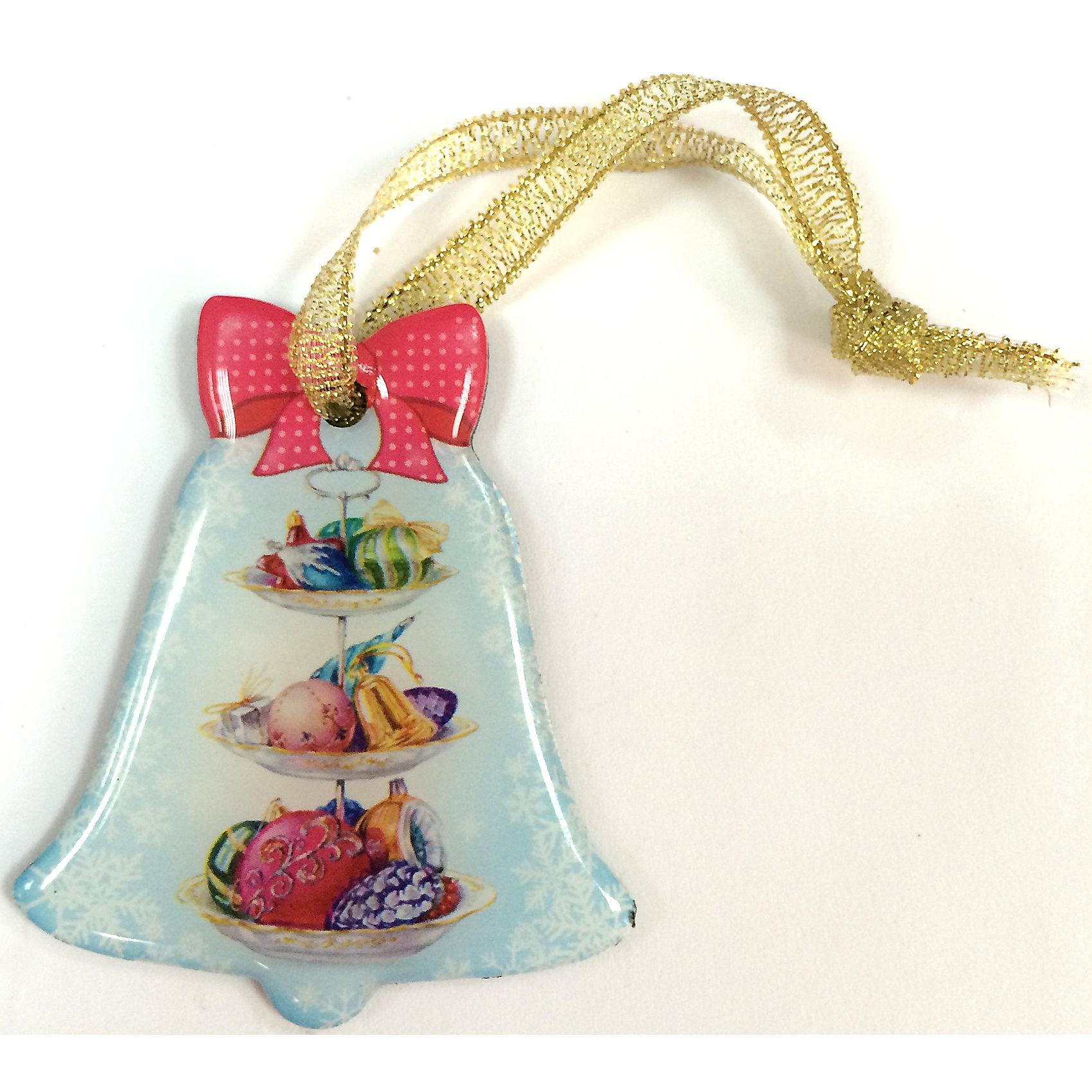 Магнит КолокольчикМагнит Колокольчик, Феникс-Презент, добавит праздничности в Ваш новогодний интерьер и поднимет настроение. Магнит в форме колокольчика с симпатичным бантиком украшен красочными изображениями елочных игрушек. Имеется текстильная петелька, за которую фигурку можно подвесить на елку.  <br><br>Дополнительная информация:<br><br>- Материал магнита: агломерированный феррит.<br>- Размер магнита: 5,1 х 6 см.<br><br>Магнит Колокольчик, Феникс-Презент, можно купить в нашем интернет-магазине.<br><br>Ширина мм: 100<br>Глубина мм: 100<br>Высота мм: 100<br>Вес г: 100<br>Возраст от месяцев: 36<br>Возраст до месяцев: 2147483647<br>Пол: Унисекс<br>Возраст: Детский<br>SKU: 4276546