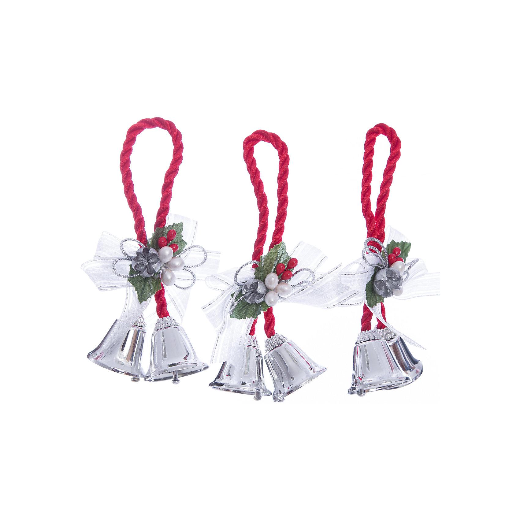 Украшение Серебряные колокольчики с белым бантикомУкрашение Серебряные колокольчики с белым бантиком, Феникс-Презент, замечательно дополнит наряд Вашей новогодней елки и поможет создать праздничную волшебную атмосферу. Украшение выполнено в виде связки из двух серебряных колокольчиков и декорировано нарядным бантиком, бусинками и ягодками, оно будет чудесно смотреться на елке и радовать детей и взрослых. <br><br>Дополнительная информация:<br><br>- Материал: металл, полиэстер.<br>- Размер украшения: 10,2 см.<br>- Размер упаковки: 2 x 13 x 19 см.<br>- Вес: 43 гр.<br><br>Украшение Серебряные колокольчики с белым бантиком, Феникс-Презент, можно купить в нашем интернет-магазине.<br><br>Ширина мм: 20<br>Глубина мм: 130<br>Высота мм: 190<br>Вес г: 43<br>Возраст от месяцев: 36<br>Возраст до месяцев: 2147483647<br>Пол: Унисекс<br>Возраст: Детский<br>SKU: 4276555
