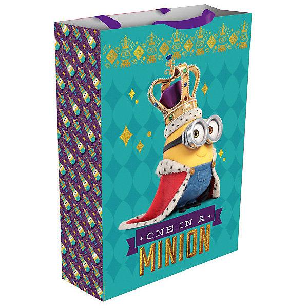 Подарочный пакет Миньон-монарх,350*250*90Новинки для детской<br>Подарочный пакет Миньон-монарх,350*250*90 – этот аксессуар станет незаменимым дополнением к выбранному подарку.<br>Подарочный бумажный пакет «Миньон-монарх» величественно украсит ваш подарок и обязательно поднимет настроение виновнику торжества. Яркий пакет с изображением забавного миньона в королевской короне и мантии сделает подарок эффектным и запоминающимся. Для удобной переноски на пакете имеются две ручки из ленты.<br><br>Дополнительная информация:<br><br>- Размер: 35х25х9 см.<br>- Материал: бумага<br><br>Подарочный пакет Миньон-монарх,350*250*90 можно купить в нашем интернет-магазине.<br><br>Ширина мм: 350<br>Глубина мм: 250<br>Высота мм: 5<br>Вес г: 78<br>Возраст от месяцев: 36<br>Возраст до месяцев: 168<br>Пол: Унисекс<br>Возраст: Детский<br>SKU: 4278372