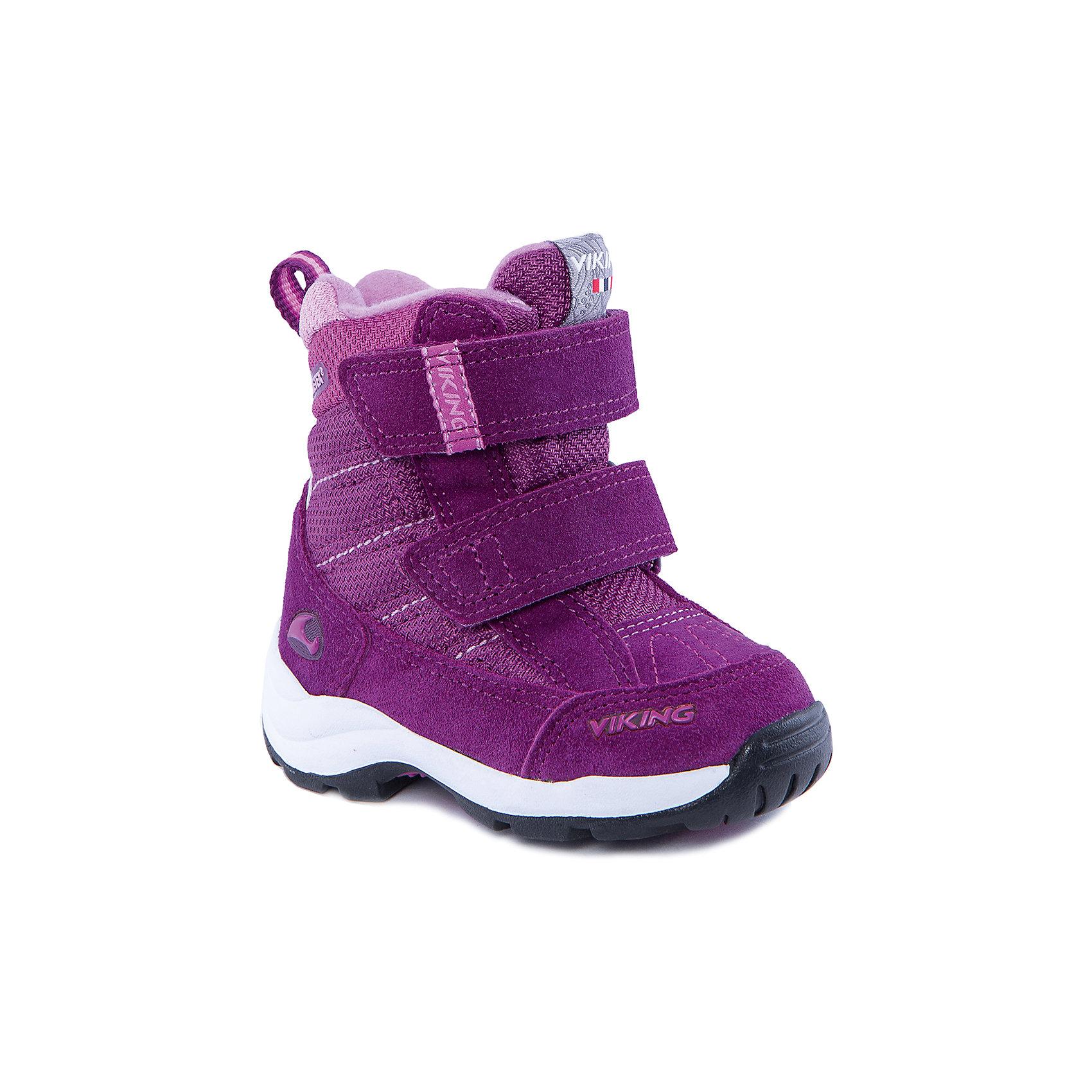 Ботинки для девочки VIKINGБотинки<br>Ботинки для девочки от популярной марки VIKING <br><br>Модные зимние ботинки сделаны по уникальной технологии. <br>Производитель обуви VIKING разработал специальную  высокотехнологичную мембрану GORE-TEX. Она добавляется в подкладку обуви и позволяют ногам оставаться сухими и теплыми. Мембрана активно отводит влагу наружу, и не дает жидкости проникать внутрь. Мембрана GORE-TEX не создает препятствий для воздуха, обеспечивая комфортные условия для детских ножек.<br><br>Отличительные особенности модели:<br><br>- цвет: фуксия;<br>- гибкая нескользящая подошва;<br>- утепленная стелька;<br>- небольшой вес;<br>- усиленный носок и задник;<br>- эргономичная форма;<br>- мембрана GORE-TEX;<br>- специальная колодка для поддержания правильного положения стопы;<br>- соединенный с ботинком язычок, не дающий снегу попасть внутрь;<br>- удобный супинатор;<br>- застежки-липучки.<br><br>Дополнительная информация:<br><br>- Температурный режим: от - 30° С  до -0° С.<br><br>- Состав:<br><br>материал верха: 60% натуральная замша, 40% текстиль<br>материал подкладки: 80% шерсть, 20% полиэстер, мембрана GORE-TEX<br>подошва: резина<br><br>Ботинки для девочки VIKING (Викинг) можно купить в нашем магазине.<br><br>Ширина мм: 262<br>Глубина мм: 176<br>Высота мм: 97<br>Вес г: 427<br>Цвет: розовый<br>Возраст от месяцев: 21<br>Возраст до месяцев: 24<br>Пол: Женский<br>Возраст: Детский<br>Размер: 24,29,27,26,23,21,20,28,25,22<br>SKU: 4279190