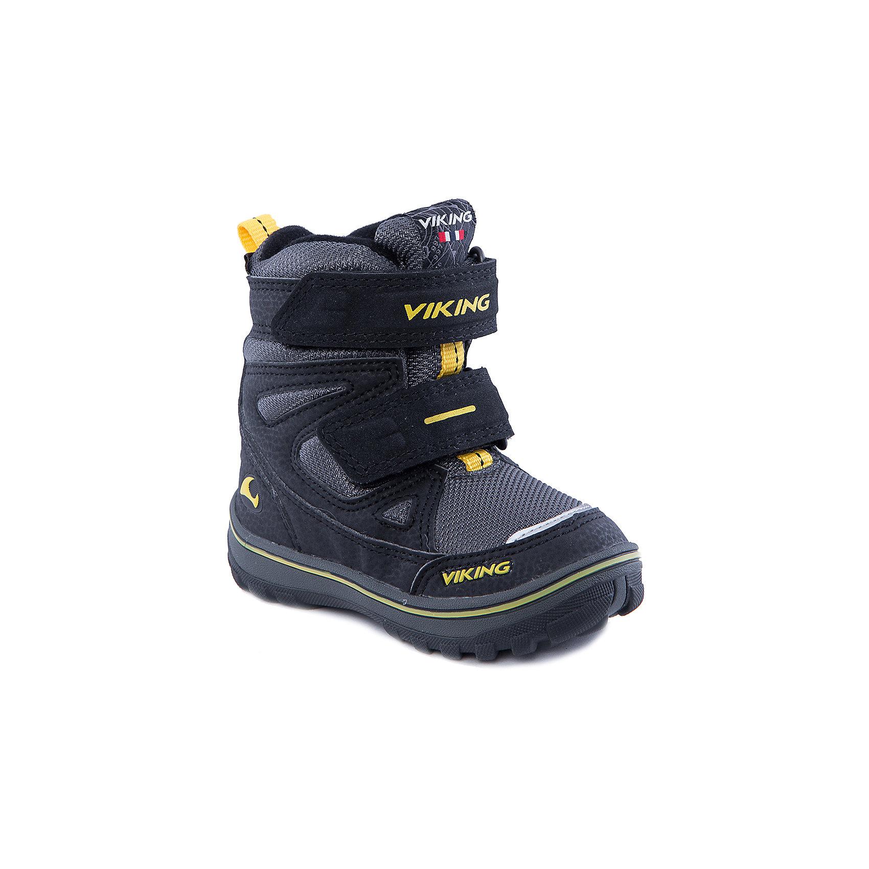 Ботинки для мальчика VIKINGБотинки для мальчика от популярной марки VIKING <br><br>Удобные и стильные зимние ботинки сделаны по уникальной технологии. <br>Производитель обуви VIKING разработал специальную  высокотехнологичную мембрану GORE-TEX. Она добавляется в подкладку обуви и позволяют ногам оставаться сухими и теплыми. Мембрана активно отводит влагу наружу, и не дает жидкости проникать внутрь. Мембрана GORE-TEX не создает препятствий для воздуха, обеспечивая комфортные условия для детских ножек.<br><br>Отличительные особенности модели:<br><br>- цвет: черный;<br>- гибкая нескользящая подошва;<br>- утепленная стелька;<br>- небольшой вес;<br>- усиленный носок и задник;<br>- эргономичная форма;<br>- мембрана GORE-TEX;<br>- специальная колодка для поддержания правильного положения стопы;<br>- соединенный с ботинком язычок, не дающий снегу попасть внутрь;<br>- удобный супинатор;<br>- застежки-липучки.<br><br>Дополнительная информация:<br><br>- Температурный режим: от - 30° С  до -0° С.<br><br>- Состав:<br><br>материал верха: синтетический материал, текстиль<br>материал подкладки: 80% шерсть, 20% полиэстер, мембрана GORE-TEX<br>подошва: резина<br><br>Ботинки для мальчика VIKING (Викинг) можно купить в нашем магазине.<br><br>Ширина мм: 262<br>Глубина мм: 176<br>Высота мм: 97<br>Вес г: 427<br>Цвет: черный<br>Возраст от месяцев: 18<br>Возраст до месяцев: 21<br>Пол: Мужской<br>Возраст: Детский<br>Размер: 21,23,25,27,26,30,28,29,22,24<br>SKU: 4279254