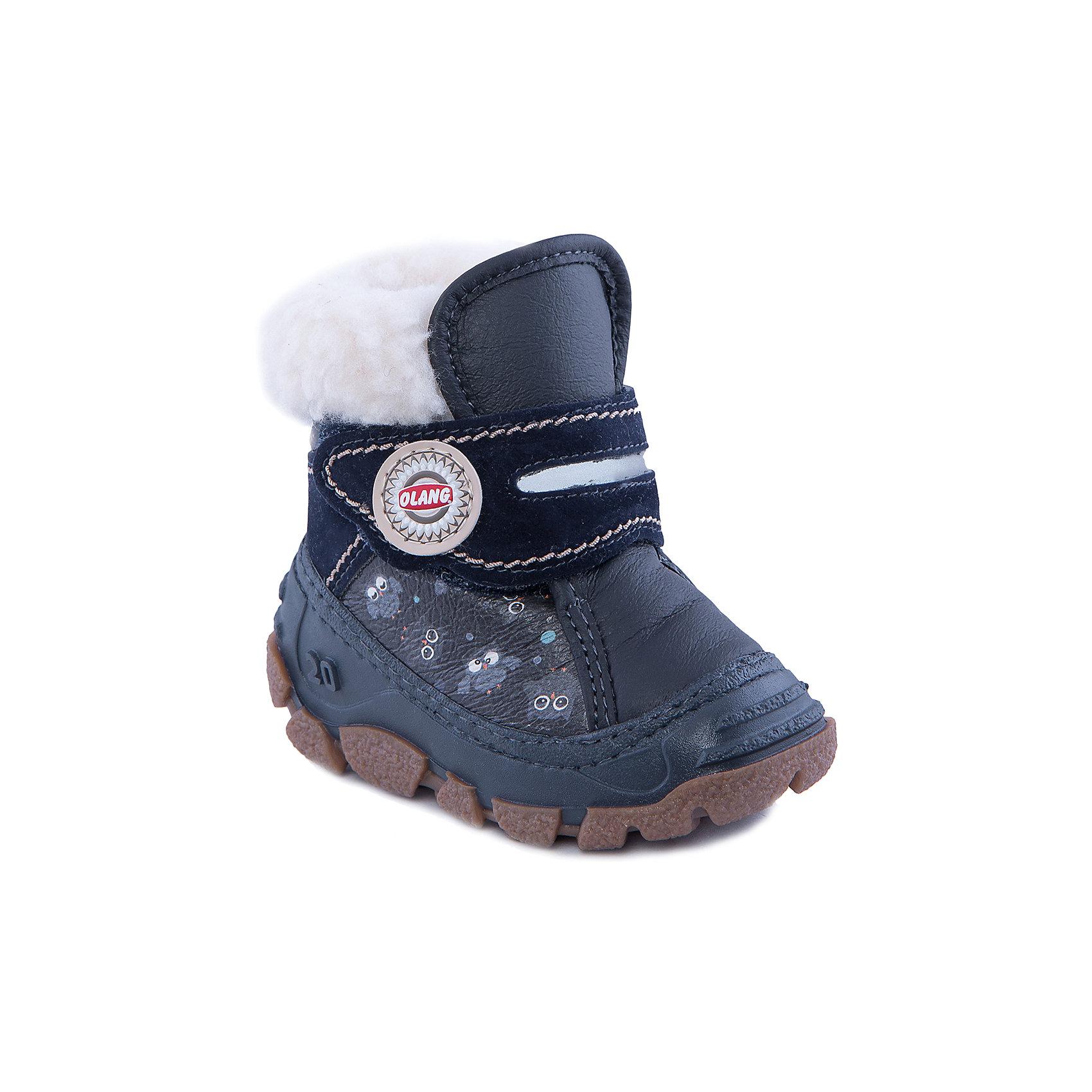 Сапоги для мальчика OlangСапоги для мальчика от известной марки Olang<br><br>Удобные зимние сапоги разработаны специально для детей. <br>В холода они обеспечат детским ножкам комфорт и тепло.<br><br>Отличительные особенности модели:<br><br>- цвет: синий;<br>- устойчивая рифленая подошва;<br>- теплая стелька;<br>- усиленный носок и задник;<br>- эргономичная форма;<br>- удобная колодка;<br>- меховая подкладка;<br>- качественные материалы;<br>- застежка-липучка.<br><br>Дополнительная информация:<br><br>- Температурный режим: от - 20° С  до +5° С.<br><br>- Состав:<br><br>материал верха: 80% искусственная кожа, 20% эко-замша<br>материал подкладки: искусственный мех<br>подошва: 70% ЭВА (этиленвинилацетат), 30% натуральная резина<br><br>Сапоги для мальчика Olang (Оланг) можно купить в нашем магазине.<br><br>Ширина мм: 257<br>Глубина мм: 180<br>Высота мм: 130<br>Вес г: 420<br>Цвет: синий<br>Возраст от месяцев: 36<br>Возраст до месяцев: 48<br>Пол: Мужской<br>Возраст: Детский<br>Размер: 27/28,21/22,25/26,19/20,23/24<br>SKU: 4279287