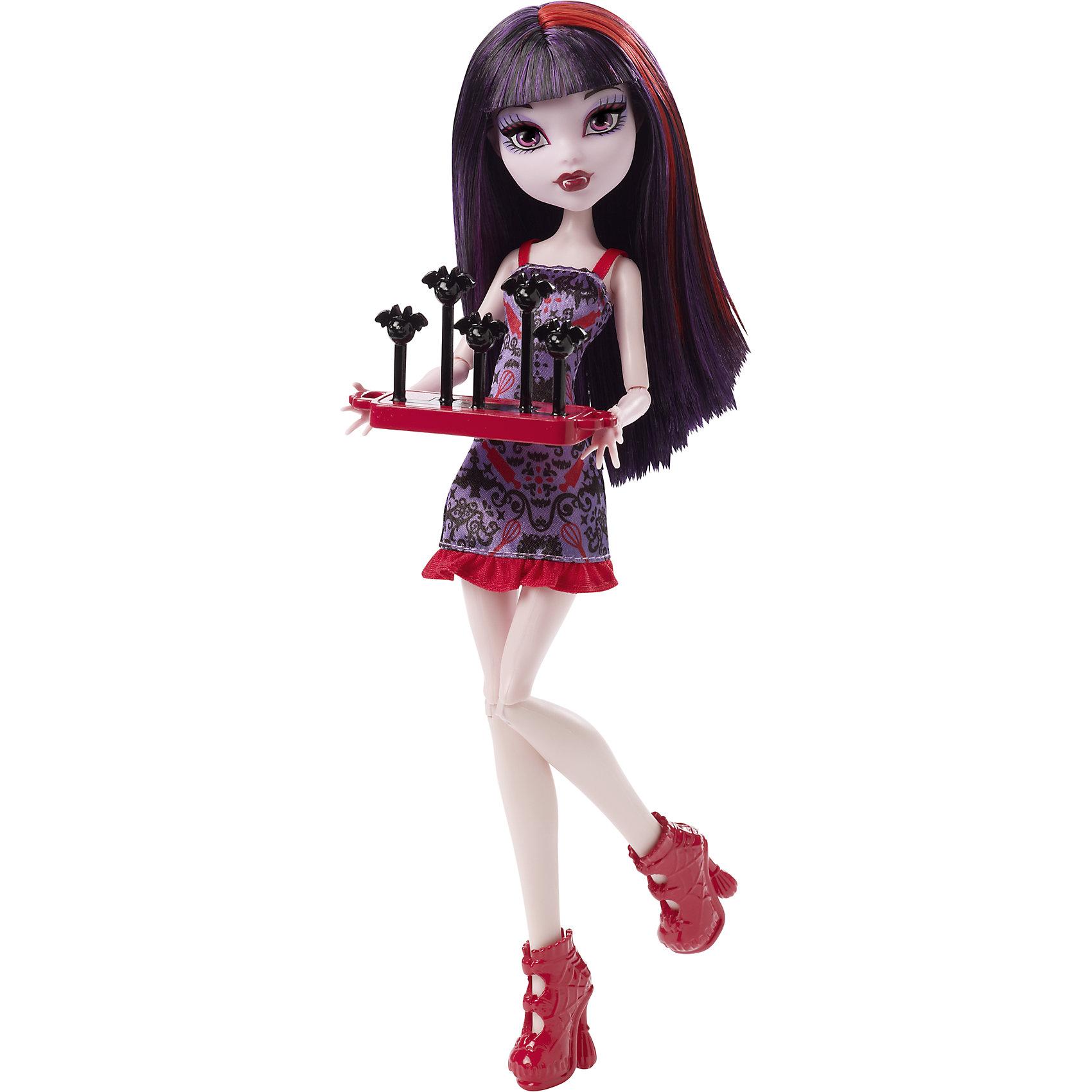 Кукла Элиссабэт Школьная ярмарка, Monster HighУзнав, что школьный бал могут отменить, ученики Monster High (Монстер хай) отправились собирать средства для его проведения - ведь шоу должно продолжаться! Красавица-Элиссабэт продает милые леденцы в виде летучих мышек. Куколка одета в очаровательное обтягивающее платья с кокетливой оборкой, на ногах - высокие розовые ботильоны в тон яркой пряди в волосах.  Девочки смогут разыграть любимые сцены из веб-сериала или придумать свои новые истории. Собери всех кукол серии и устрой веселую ярмарку! <br><br>Дополнительная информация:<br><br>- Высота куклы: 27 см.<br>- Голова, ноги, руки подвижные (шарнирные).<br>- Комплектация: кукла, одежда, тематический аксессуар. <br>- Материал: пластик, текстиль.<br><br>Куклу Элиссабэт Школьная ярмарка, Monster High (Школа монстров), можно купить в нашем магазине.<br><br>Ширина мм: 325<br>Глубина мм: 125<br>Высота мм: 65<br>Вес г: 290<br>Возраст от месяцев: 72<br>Возраст до месяцев: 144<br>Пол: Женский<br>Возраст: Детский<br>SKU: 4284597