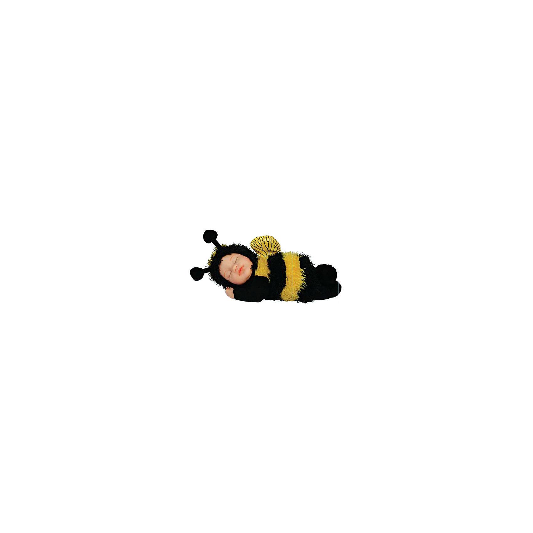 Кукла-пчелка Anne Geddes, 23 см, UNIMAXУмилительная Кукла-пчелка Anne Geddes (Энн Джеддес), 23 см, UNIMAX (Юнимакс) создана на основе фотосессий известного фотографа малышей Энн Джедесс и сразу же привлекает внимание и влюбляет в себя. Кукла-пчелка – это очаровательный спящий малыш в костюмчике пчелы с ярко-желтыми полосками, с небольшими крылышками и круглыми усиками на пушистой шапочке, как у истинной пчелки! Открытые части куколки (лицо, кисти рук, стопы) выполнены из винила, все остальное является мягконабивным, внутри у куклы гранулят, который придает ей устойчивость.<br><br>Дополнительная информация:<br>-Материалы: винил, текстиль, гранулят<br>-Размеры в упаковке: 24х18х12 см<br>-Размер куклы: 23 см<br><br>Трогательная авторская Кукла-пчелка станет желанным подарком не только ребенку, но и взрослому коллекционеру, а также настоящим украшением интерьера Вашего дома!<br><br>Кукла-пчелка Anne Geddes (Энн Джеддес), 23 см, UNIMAX (Юнимакс) можно купить в нашем магазине.<br><br>Ширина мм: 240<br>Глубина мм: 180<br>Высота мм: 120<br>Вес г: 438<br>Возраст от месяцев: 36<br>Возраст до месяцев: 96<br>Пол: Женский<br>Возраст: Детский<br>SKU: 4286360