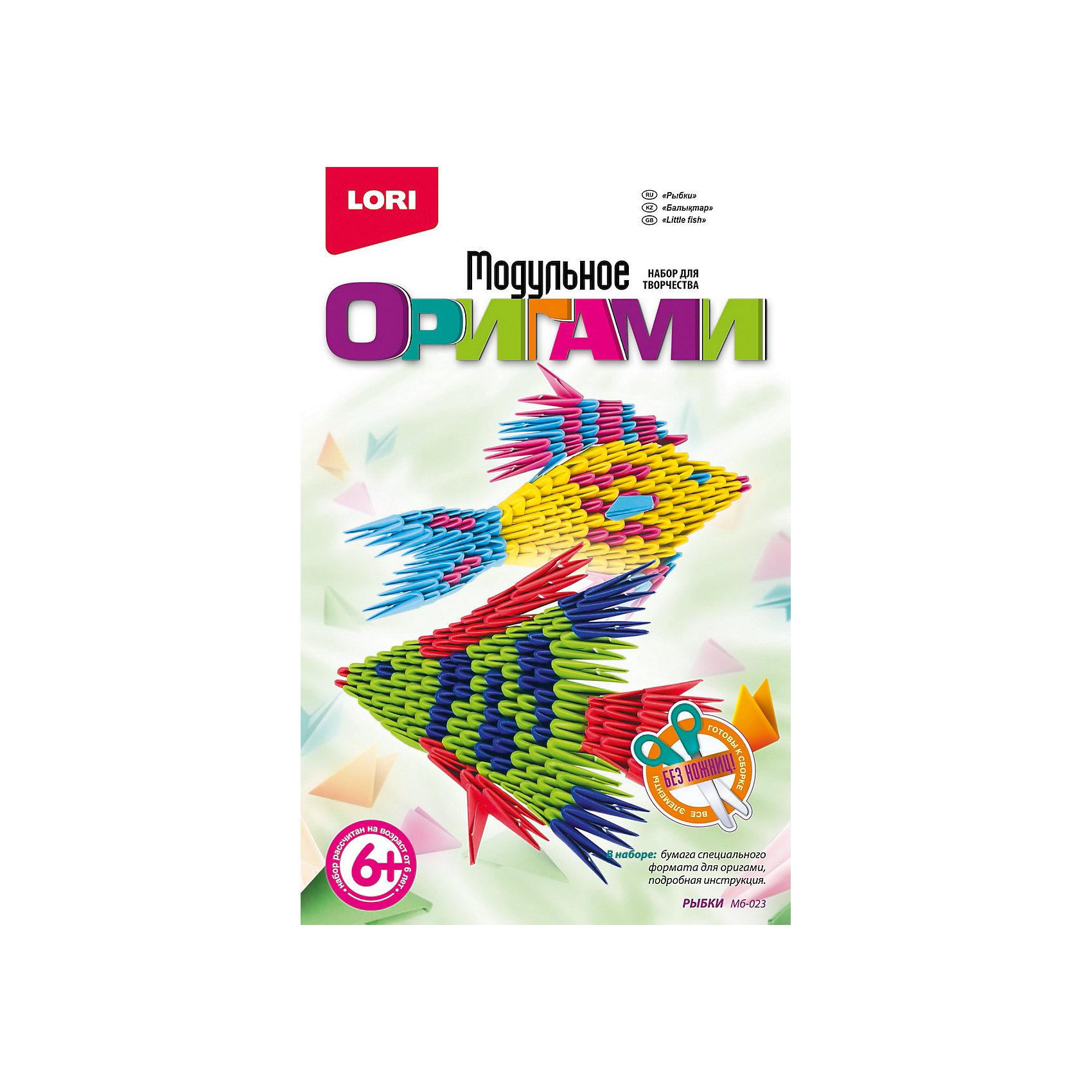 Модульное оригами Рыбки, LORIС помощью творческого набора Модульное оригами Рыбки, LORI (ЛОРИ) ребенок сможет самостоятельно создать причудливые разноцветные фигурки рыбок из бумажных треугольных модулей. Объемные фигуры из бумаги всегда смотрятся очень красиво и необычно, а техника модульного оригами более простая по сравнению с классическим оригами, но в то же время очень увлекательное и полезное занятие для ребенка. Если Ваш ребенок любит создавать поделки своими руками или удивлять друзей оригинальными подарками, то этот набор как раз для него! <br><br>Комплектация: бумага специального формата, инструкция<br><br>Дополнительная информация:<br>-Развивает: мелкую моторику, внимание, память,  образное и пространственное мышление, усидчивость, аккуратность, глазомер<br>-Размеры в упаковке: 20,8х13,5х3 см<br>-Вес в упаковке: 230 г <br>-Материалы: бумага, картон<br><br>Модульное оригами Рыбки, LORI (ЛОРИ) можно купить в нашем магазине.<br><br>Ширина мм: 208<br>Глубина мм: 135<br>Высота мм: 30<br>Вес г: 230<br>Возраст от месяцев: 72<br>Возраст до месяцев: 108<br>Пол: Унисекс<br>Возраст: Детский<br>SKU: 4296898