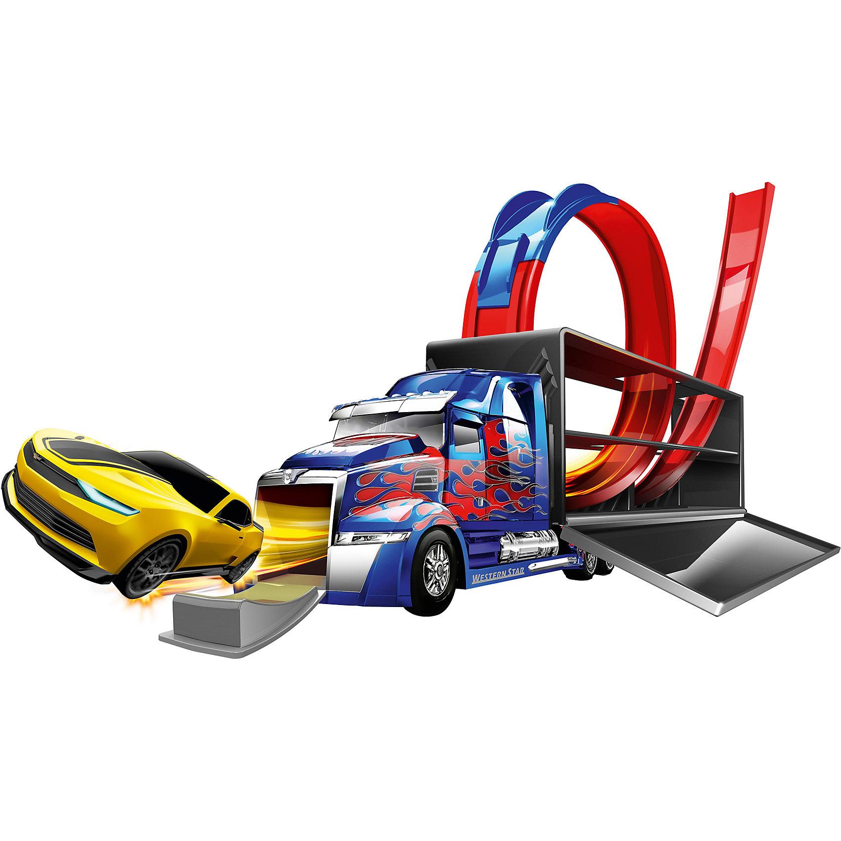 Трек Оптимус Прайм, Трансформеры, HTIТрек Оптимус Прайм, Трансформеры, HTI – это прекрасный подарок маленькому гонщику, поклоннику замечательного блокбастера.<br>Трек Оптимус Прайм – это увлекательнейший набор для мальчиков в стиле «Трансформеров». Необычный гоночный трек имеет вид грузовика Оптимуса Прайма, который на время игры раскладывается в трассу с мертвой петлей. Трек проходит прямо сквозь грузовик, инерционные машинки разгоняются и вылетают сквозь переднюю часть кабины, которая превращается в удобный спуск. В комплект входит цель, которую нужно разместить на полу. Так как цель двухсторонняя, ребенок сможет целиться как в Автобота, так и в Десептикона, в зависимости от того, какой машинкой играет. В наборе два автомобиля-героя — это Бамблби и Локдаун. В собранном положении, игрушкой можно играть как обычным грузовиком, и брать с собой в гости, на прогулку, в поездку. Для переноски на верхней части грузовика есть удобная ручка. Игра с треком подарит захватывающие впечатления, поспособствует развитию внимания и реакции.<br><br>Дополнительная информация:<br><br>- В наборе: 1 большая машина с треком, 2 инерционные машинки Бамблби и Локдаун, цель, подробная схематичная инструкция по сборке трека.<br>- Размер инерционной машинки: 8 см.<br>- Длина грузовика: 53 см.<br>- Диаметр мишени: 13 см.<br>- Материал: пластик, металл<br>- Размер упаковки: 33 х 12 х 55 см.<br>- Вес: 1436 гр.<br><br>Трек Оптимус Прайм, Трансформеры, HTI можно купить в нашем интернет-магазине.<br><br>Ширина мм: 330<br>Глубина мм: 120<br>Высота мм: 550<br>Вес г: 1436<br>Возраст от месяцев: 36<br>Возраст до месяцев: 168<br>Пол: Мужской<br>Возраст: Детский<br>SKU: 4301433