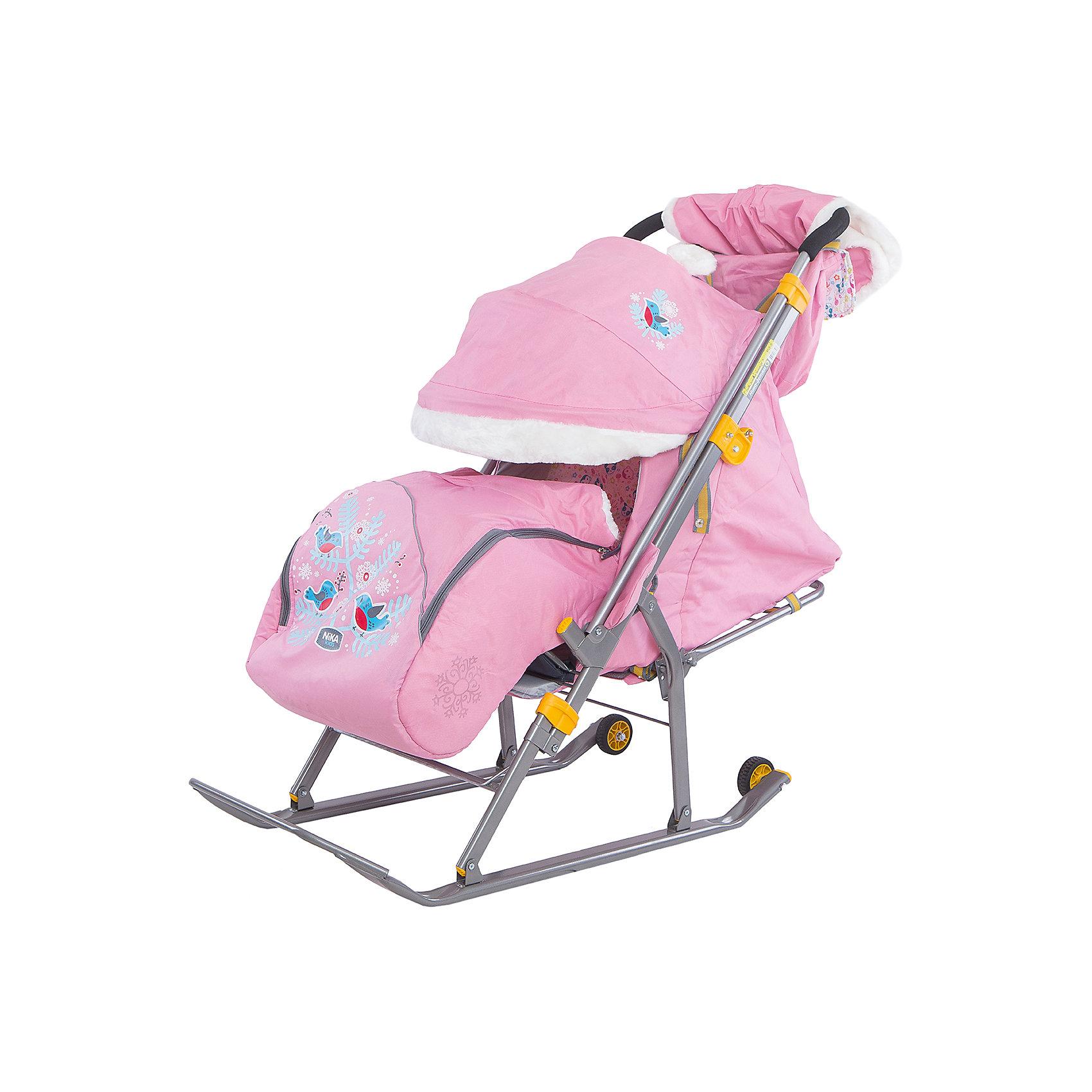 Санки-коляска Ника детям 6, Снегири на ветке, розовыйСанки-коляски<br>Санки-коляска Ника значительно расширят ваши возможности во время зимних прогулок с ребенком. Санки имеют прочные и легкий каркас, чехол выполненный из высококачественного влагоотталкивающего материала. Спинка регулируется до положения лежа, складной козырек со смотровым окошком опускается до ножек ребенка, создавая комфортную атмосферу для отдыха. Модель имеет перекидную ручку и небольшие транспортировочные колеса на задней части полозьев. Санки оснащены пятиточечными ремнями безопасности и мягким и теплым чехлом для ножек. Родителей, несомненно, порадует удобная, вместительная сумка и теплая муфта на ручке. Модель легко складывается, занимает мало места при транспортировке. Прекрасный вариант для холодной и снежной зимы!  <br><br>Дополнительная информация:<br><br>- Материал: металл, полиэстер. <br>- Ширина посадочного места: 36,5 см.<br>- Длина в рабочем положении: 105 см.<br>- Высота ручки от земли: 100 см.<br>- Ширина по полозьям: 41,1 см.<br>- Ширина полозьев: 4 см.<br>- Размер в сложенном виде: 110,5 х 42,1 х 25,5 см.<br>- Перекидная ручка. <br>- Складной козырек со смотровым окошком.<br>- Накидка на ножки.<br>- Транспортировочные колеса. <br>- Пятиточечные ремни безопасности. <br>- Регулируемая до положения лежа спинка.<br>- Вес: 7,1 кг<br>- Максимальный вес ребенка: 25 кг.<br>- Легко складываются. <br>- Светоотражающие элементы.<br>- Теплая муфта на ручке. <br>- Сумка.<br>- Декоративные элементы: аппликация, отделка мехом.<br>- Цвет: розовый.<br><br>Санки-коляску Ника детям 6, Снегири на ветке, розовый, можно купить в нашем магазине.<br><br>Ширина мм: 1100<br>Глубина мм: 425<br>Высота мм: 255<br>Вес г: 8950<br>Цвет: розовый<br>Возраст от месяцев: 12<br>Возраст до месяцев: 48<br>Пол: Унисекс<br>Возраст: Детский<br>SKU: 4314892