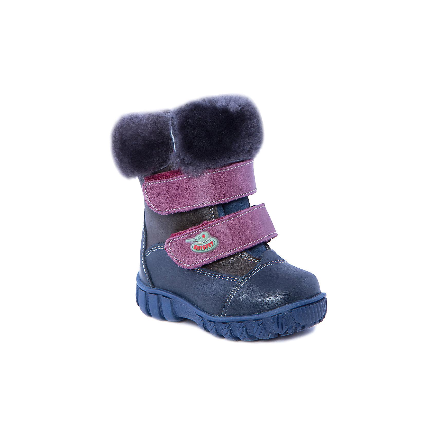 Сапоги для мальчика КотофейСапоги для мальчика от известного российского бренда Котофей<br><br>Модные и удобные сапоги помогут защитить детские ножки от сырости и холода. Они легко надеваются, комфортно садятся по ноге.<br><br>Особенности модели: <br><br>- цвет - синий;<br>- меховые отвороты;<br>- аппликация с танком;<br>- верх – натуральная кожа;<br>- комфортная колодка;<br>- подкладка утепленная;<br>- вид крепления – клеевой;<br>- защита пальцев;<br>- амортизирующая устойчивая подошва;<br>- застежка - липучка.<br><br>Дополнительная информация:<br><br>Температурный режим: <br><br>от 0° С до -25° С<br><br>Состав:<br>верх – натуральная кожа;<br>подкладка - овчина;<br>подошва - ТЭП.<br><br>Сапоги для мальчика Котофей можно купить в нашем магазине.<br><br>Ширина мм: 257<br>Глубина мм: 180<br>Высота мм: 130<br>Вес г: 420<br>Цвет: синий<br>Возраст от месяцев: 15<br>Возраст до месяцев: 18<br>Пол: Мужской<br>Возраст: Детский<br>Размер: 22,21,20<br>SKU: 4315175